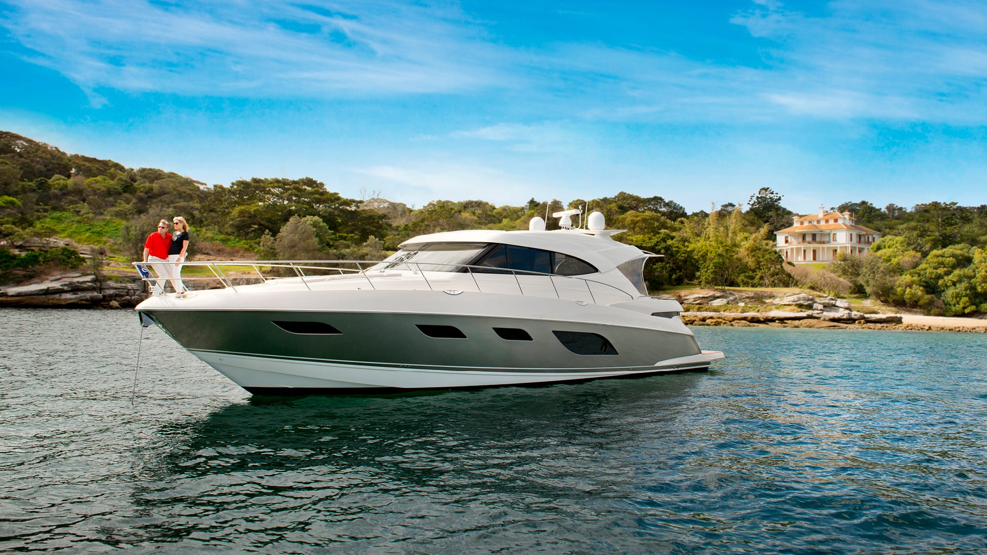 Riviera 6000 Sport Yacht Anchored 02