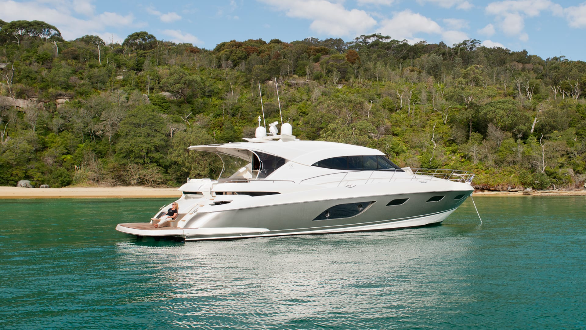 Riviera 6000 Sport Yacht Anchored 04