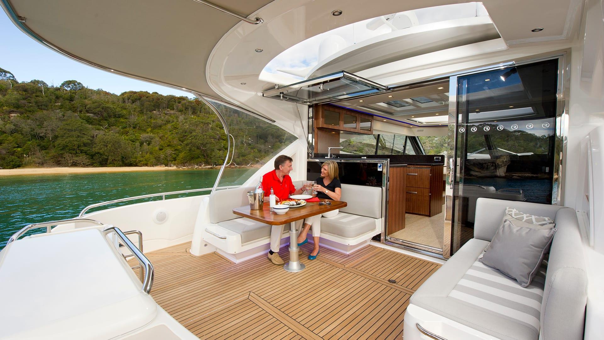 Riviera 6000 Sport Yacht Cockpit Alfresco 02