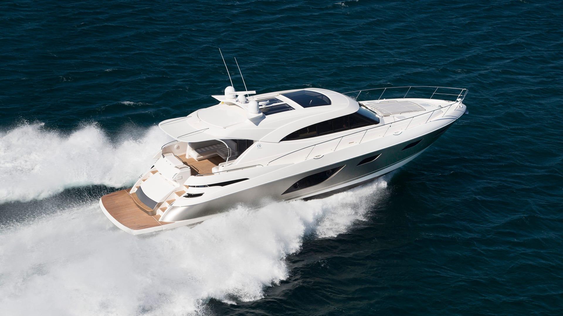 Riviera 6000 Sport Yacht Running 02