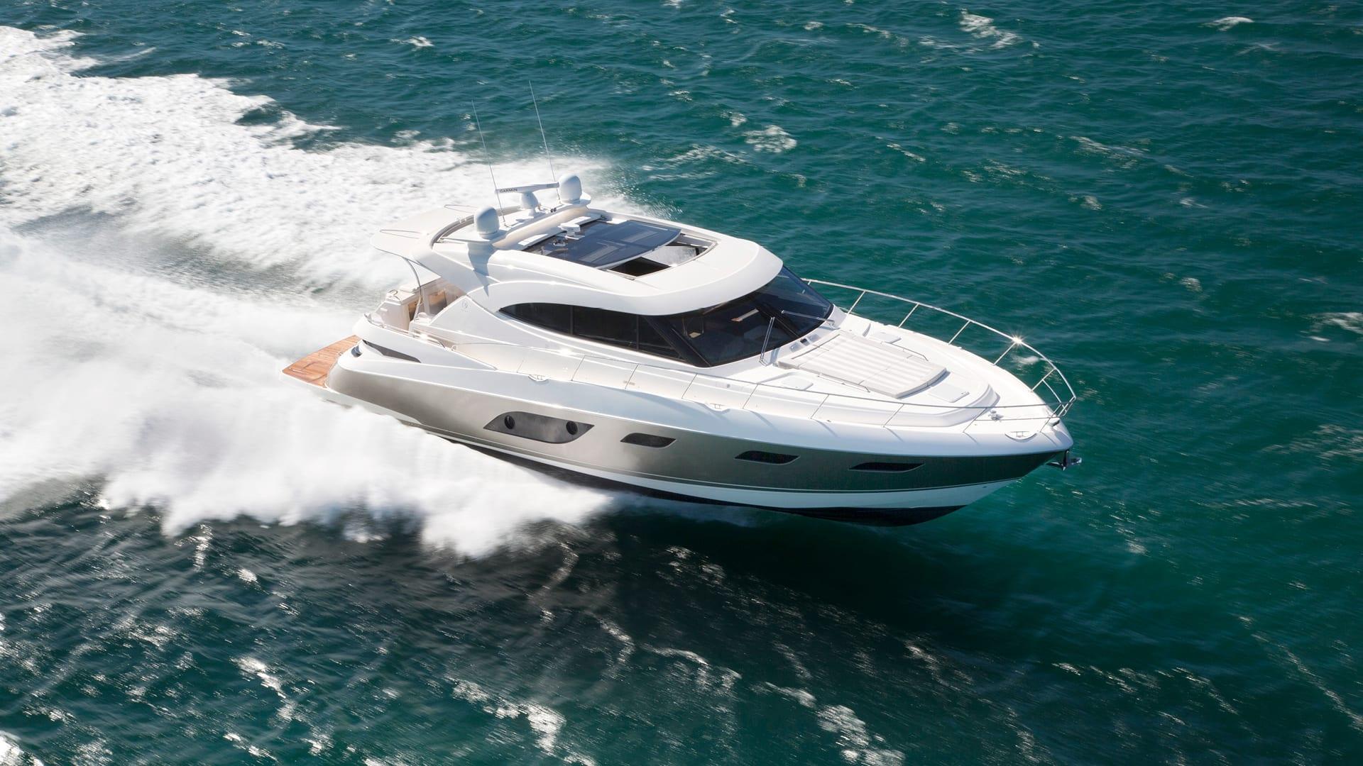 Riviera 6000 Sport Yacht Running 06