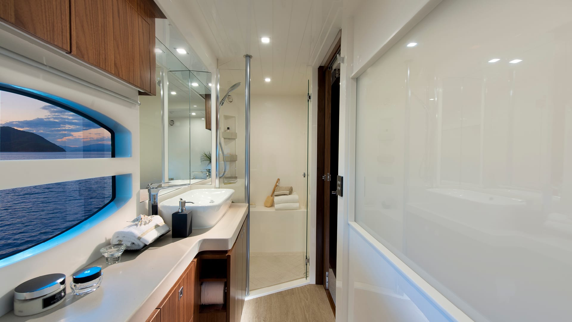 Riviera 6000 Sport Yacht Classic Master Stateroom Ensuite 02