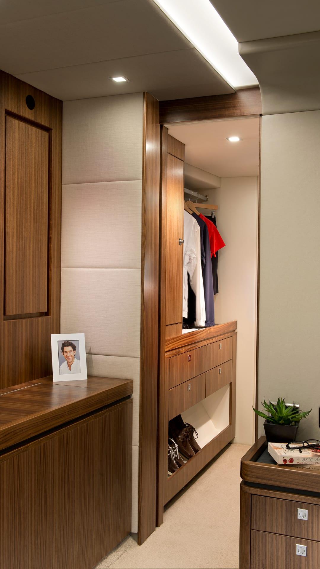 Riviera 6000 Sport Yacht Master Stateroom Walk In Robe