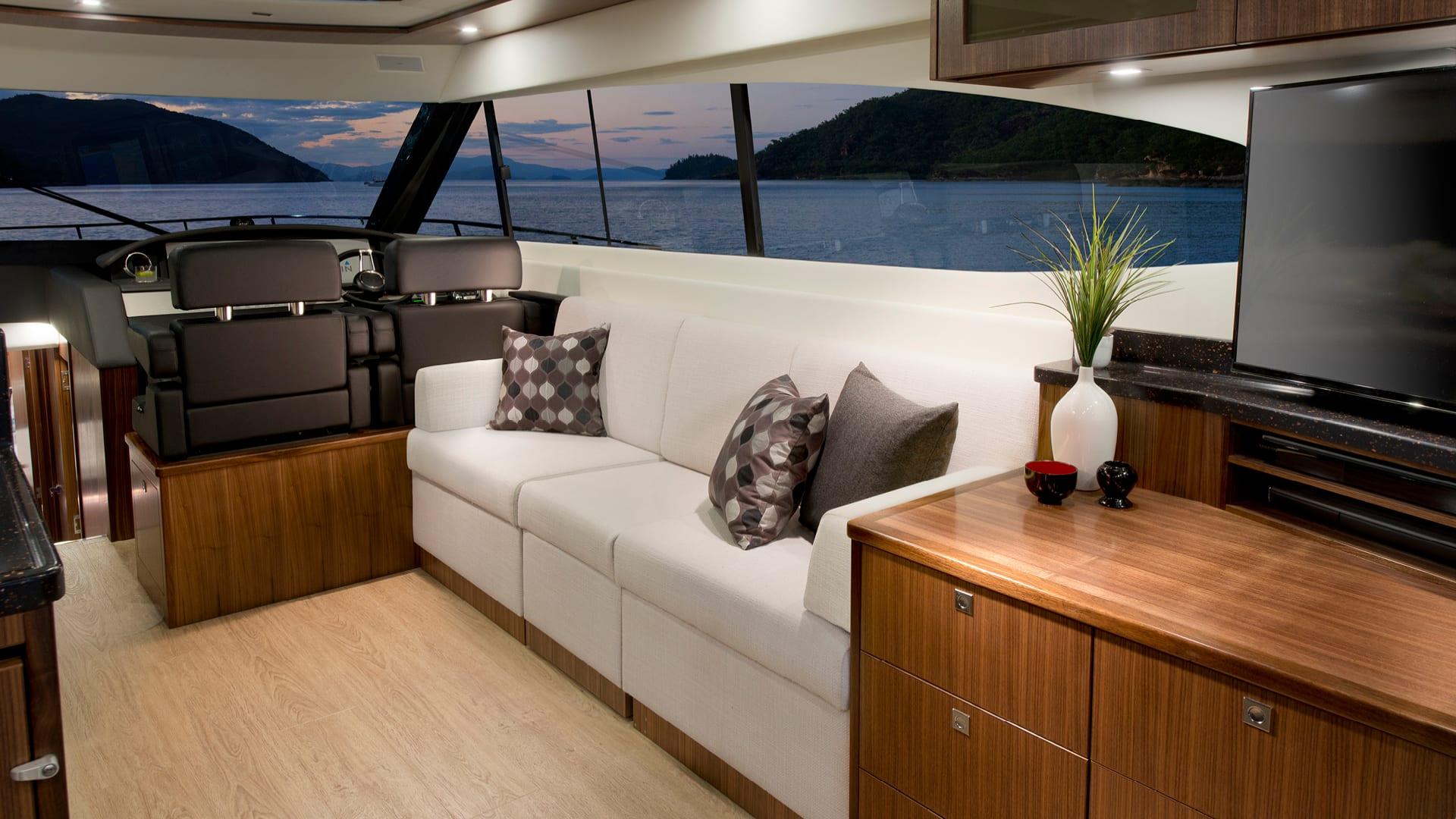 Riviera 6000 Sport Yacht Saloon Lounge