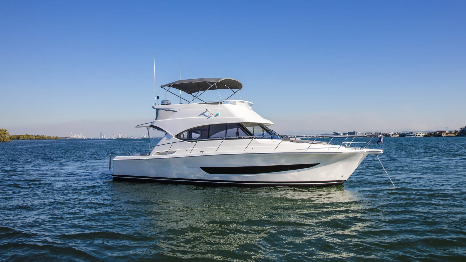 Riviera 39 Open Flybridge Anchored 01