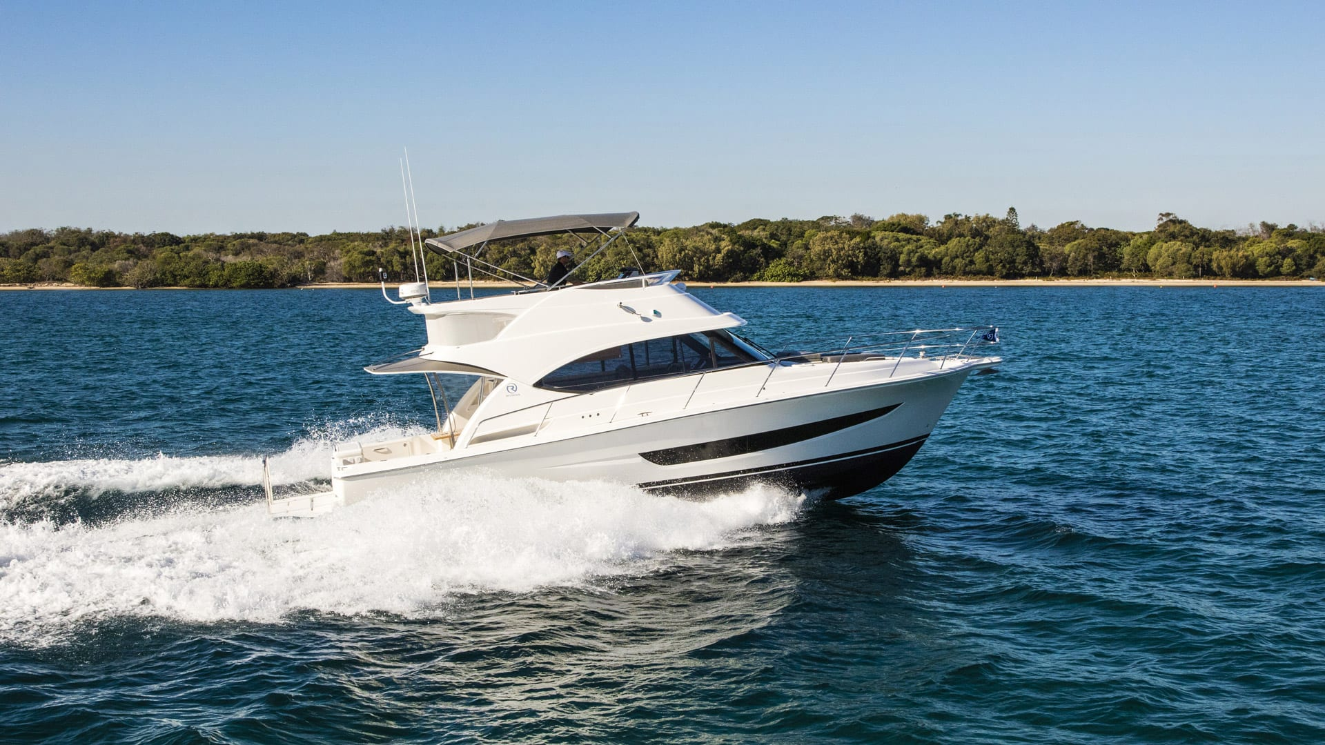 Riviera 39 Open Flybridge Running 02 Crop