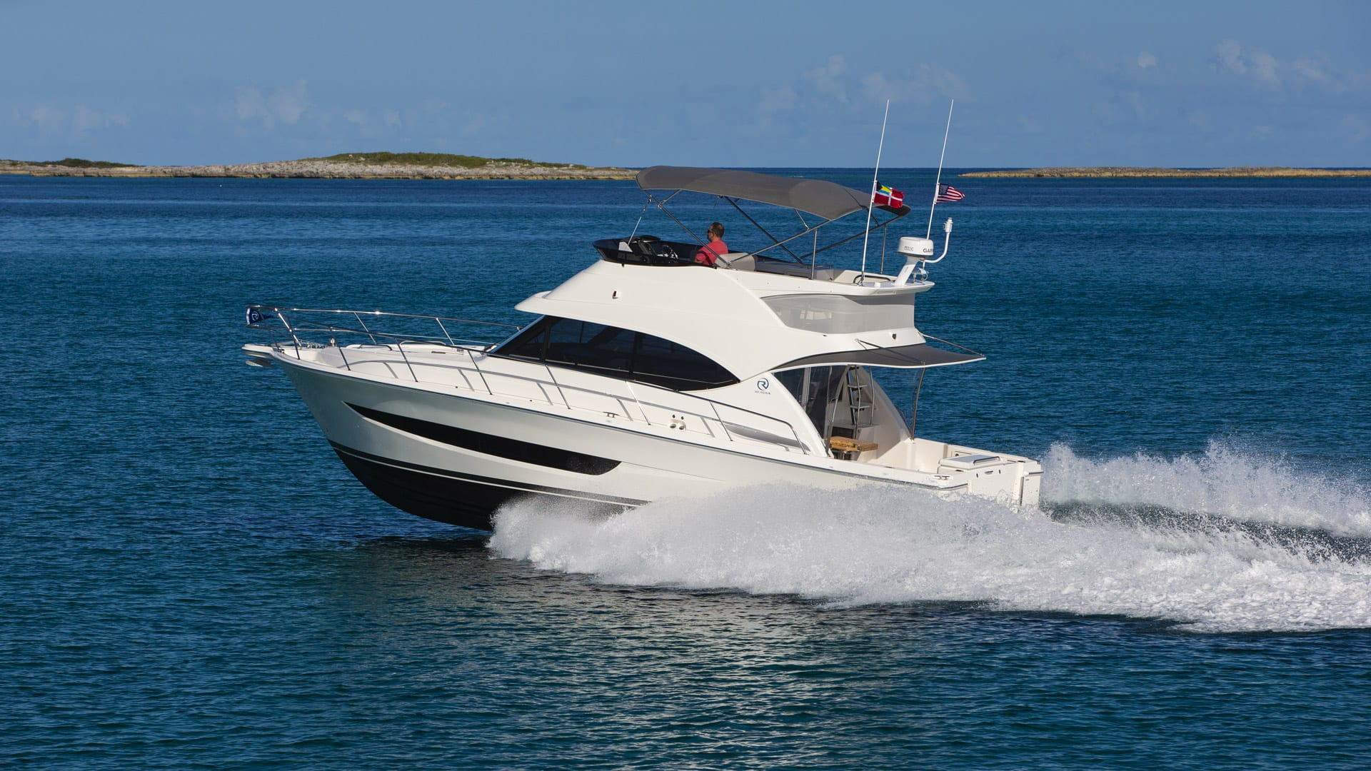Riviera 39 Open Flybridge Running 04