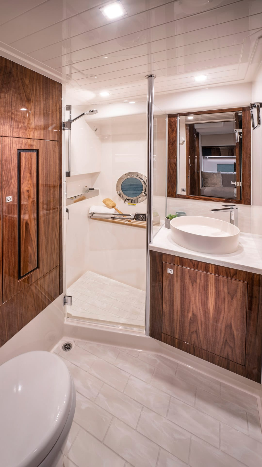 Riviera 4800 Sport Yacht Series II Platinum Edition Dayhead 01 – Gloss Walnut Timber Finish