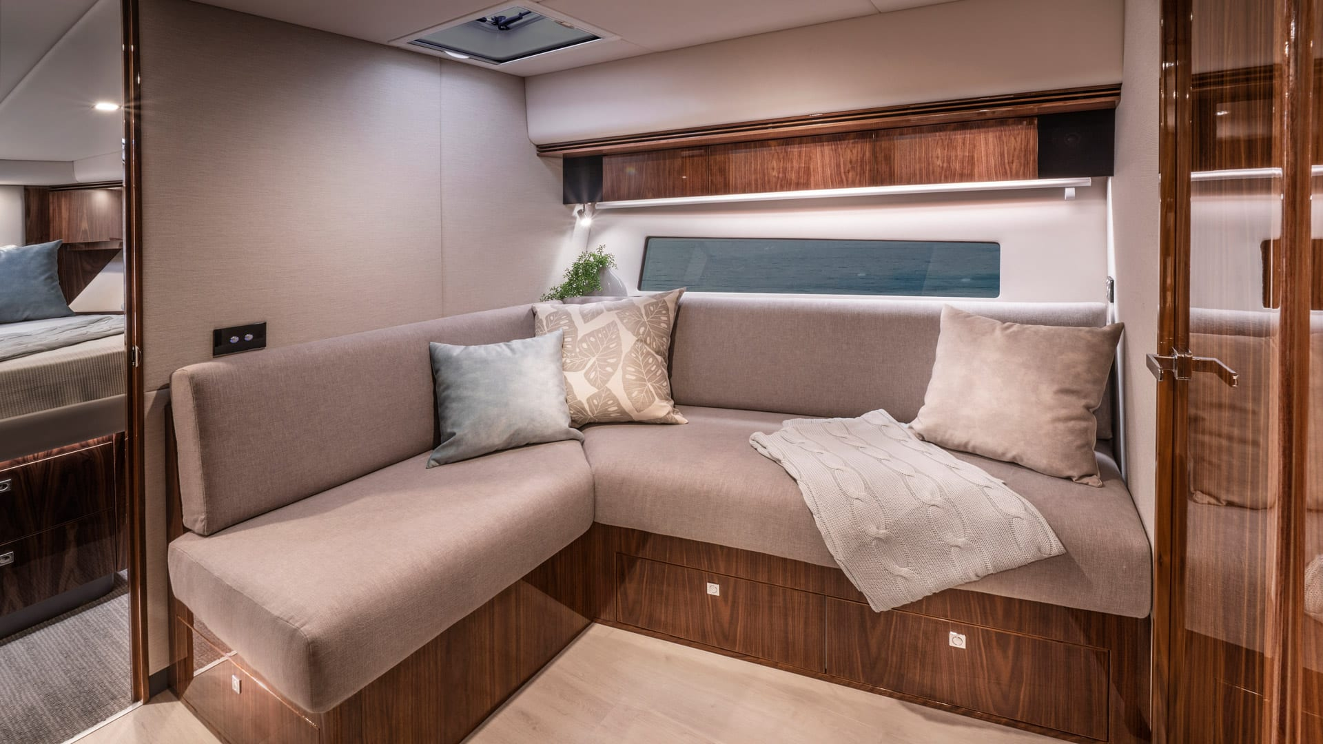 Riviera 4800 Sport Yacht Series II Platinum Edition Lower Lounge 01