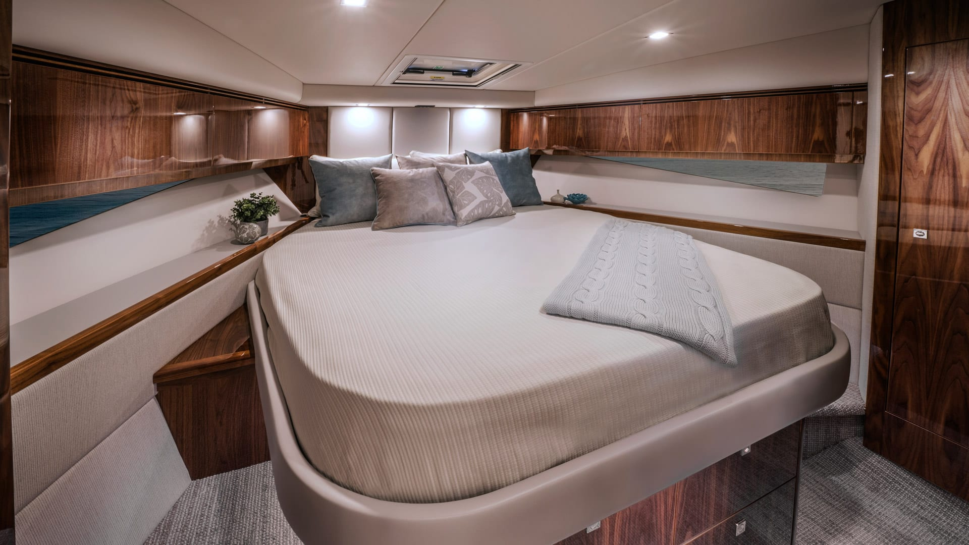 Riviera 4800 Sport Yacht Series II Platinum Edition Master Stateroom 01 – Gloss Walnut Timber Finish