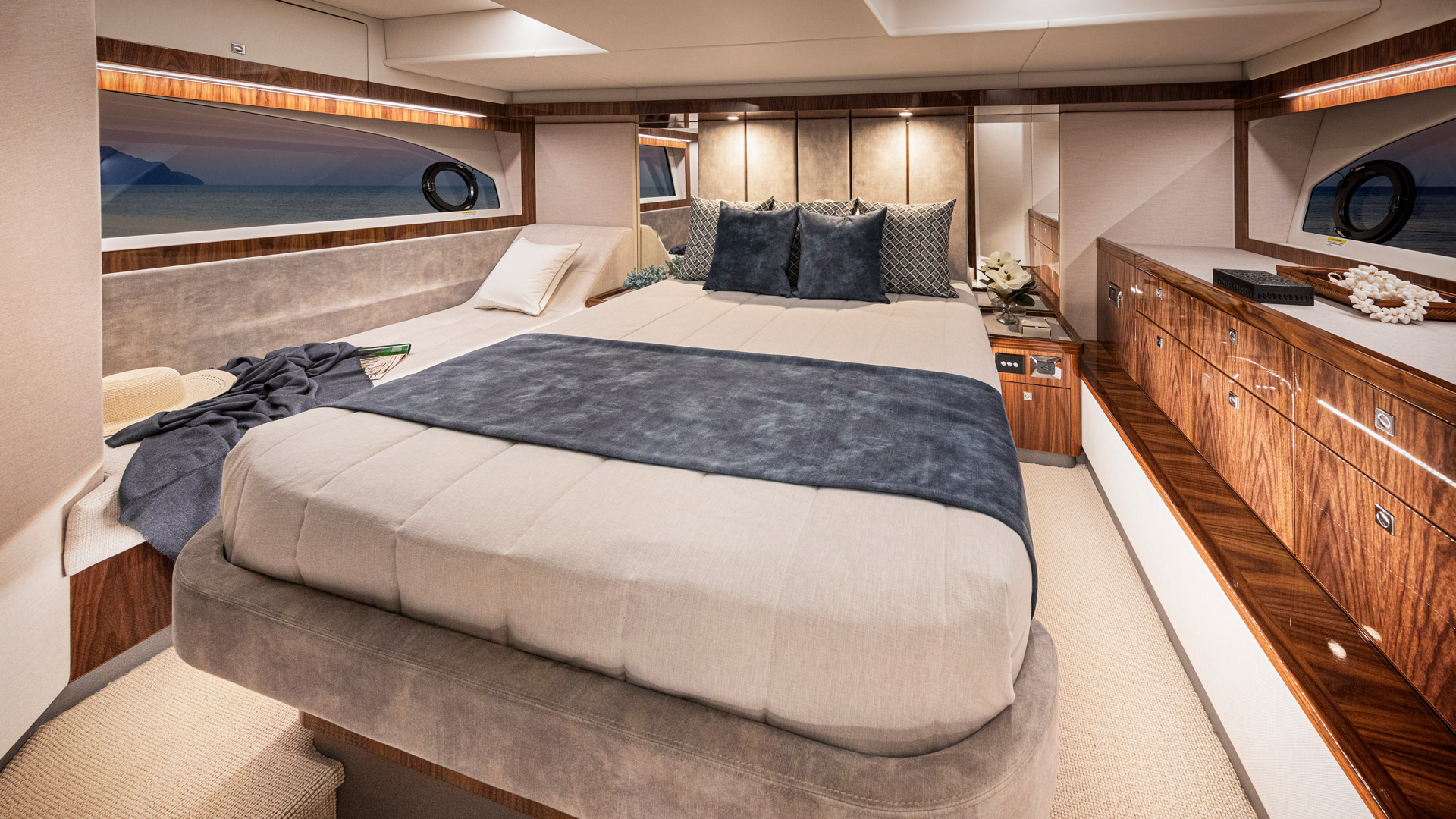 Riviera 50 Sports Motor Yacht Master Stateroom 01 – Gloss Walnut Timber Finish
