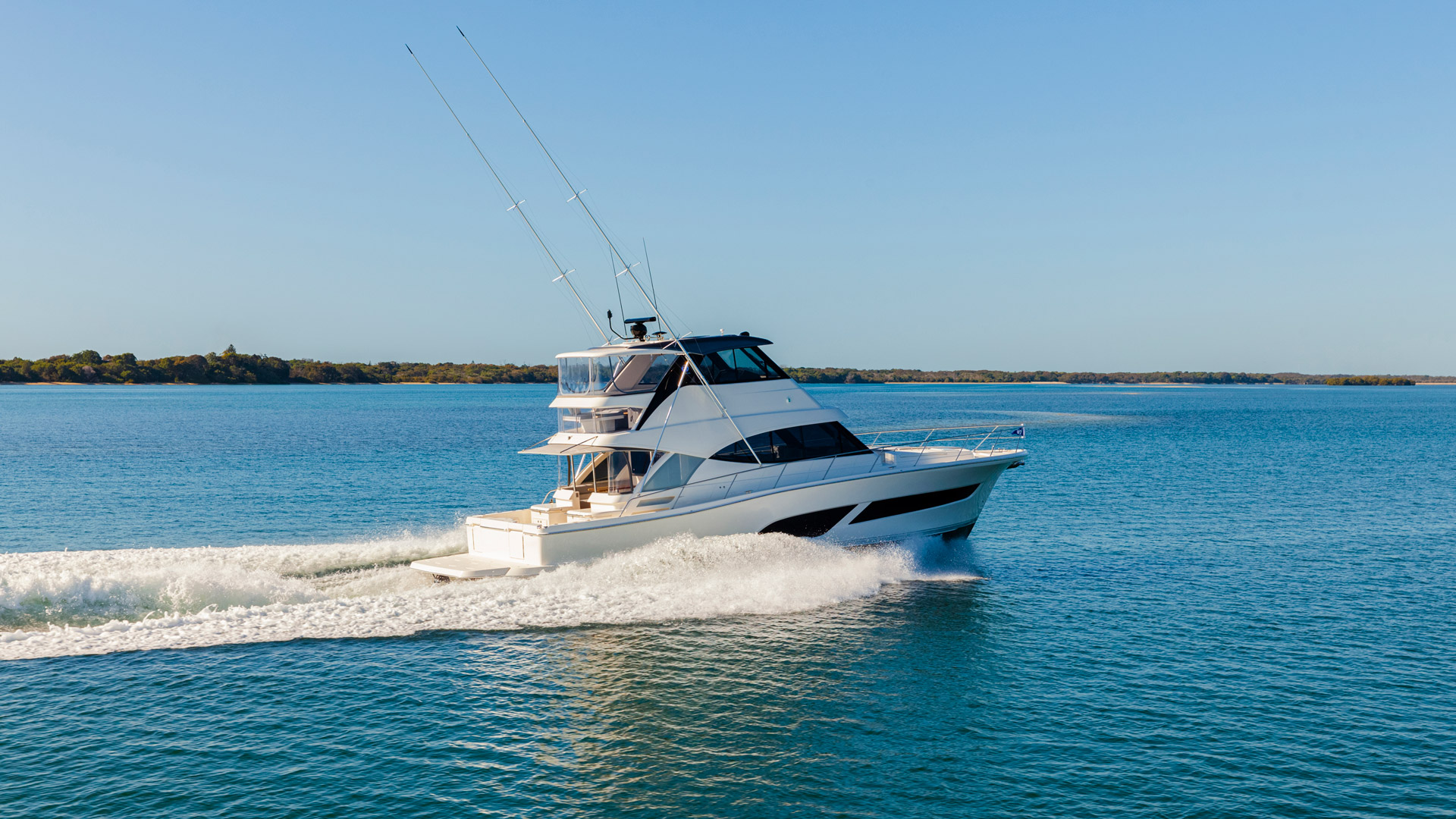 Riviera 50 Sports Motor Yacht Running 09