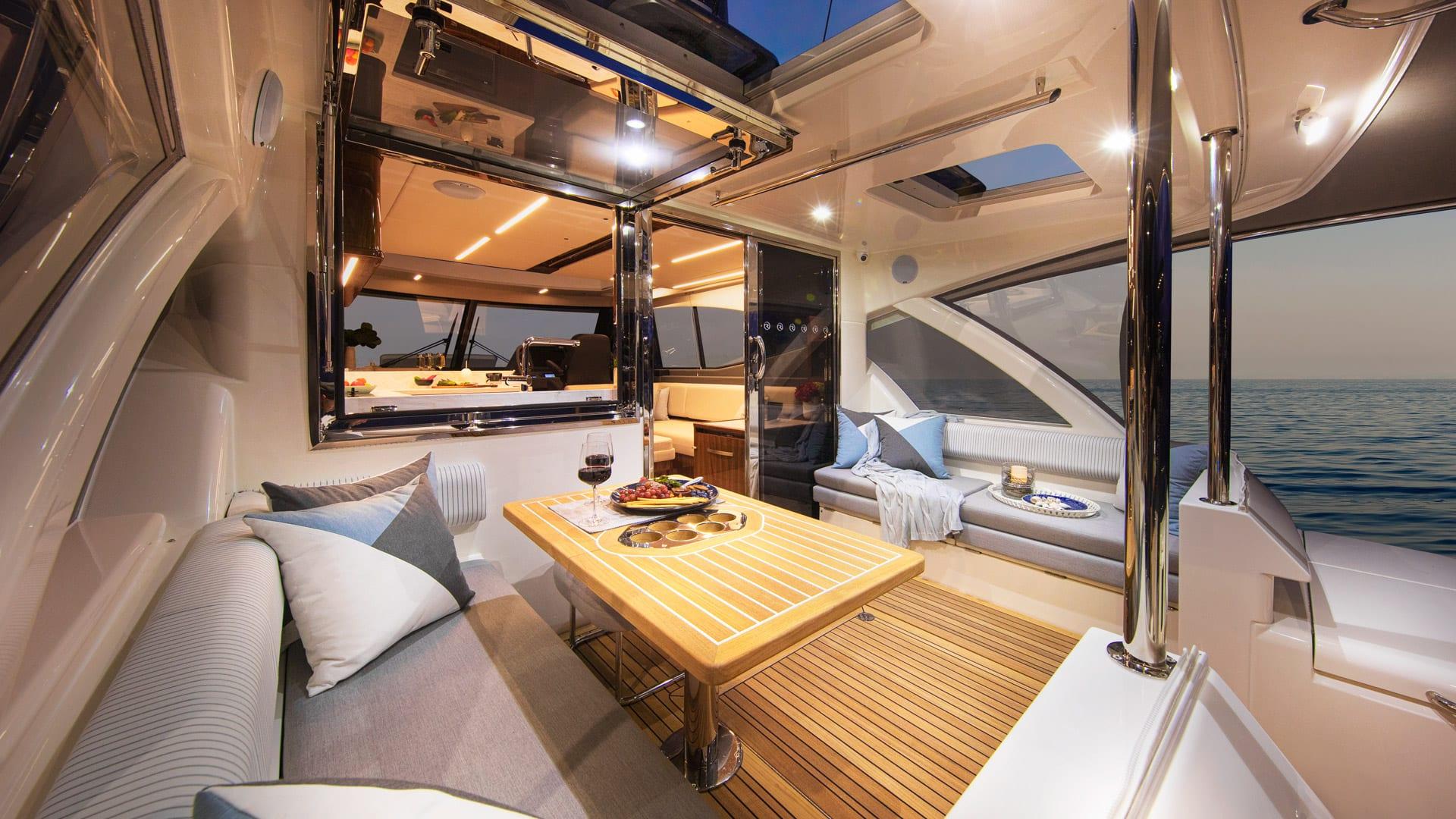 Riviera 505 SUV Mezzanine 01