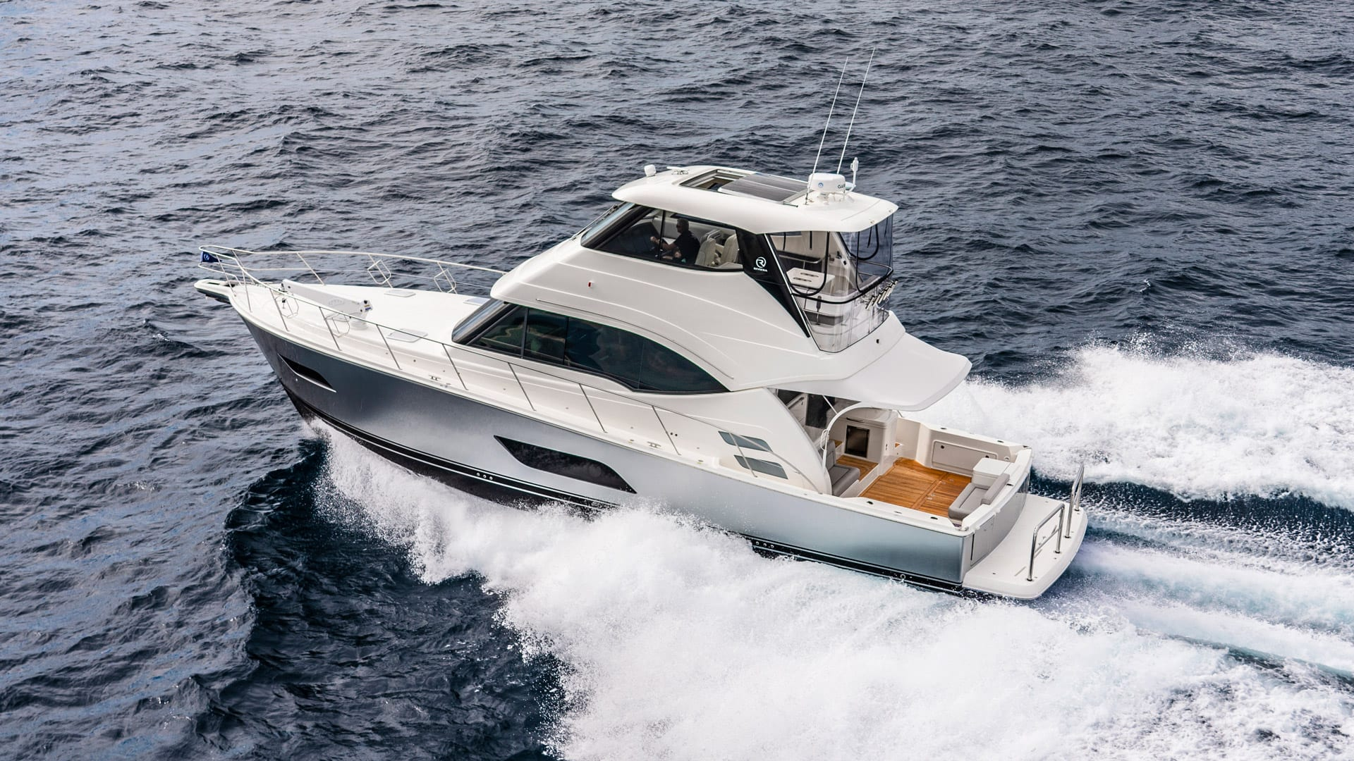 Riviera 54 Enclosed Flybridge 01