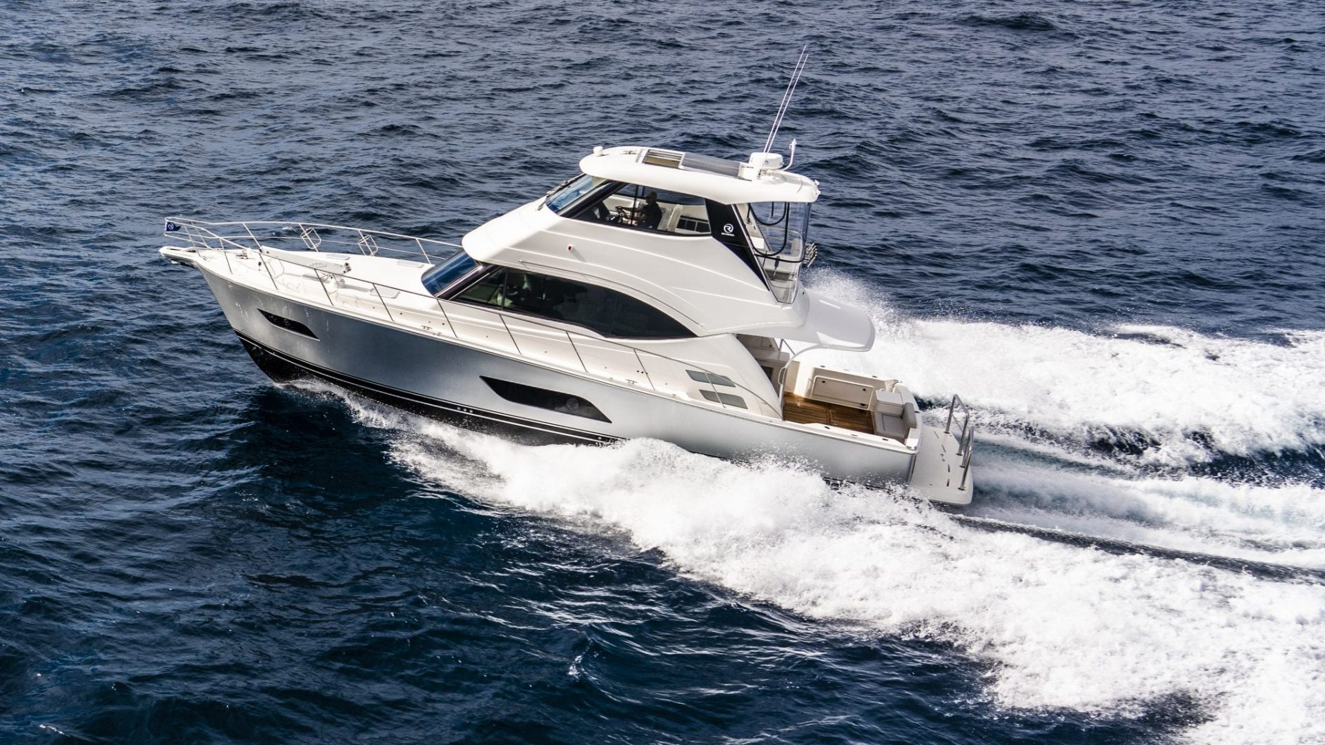 Riviera 54 Enclosed Flybridge 02