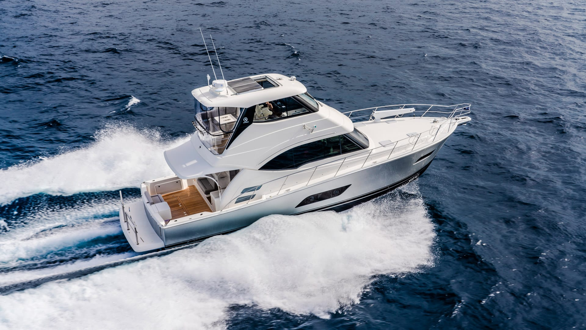 Riviera 54 Enclosed Flybridge 03