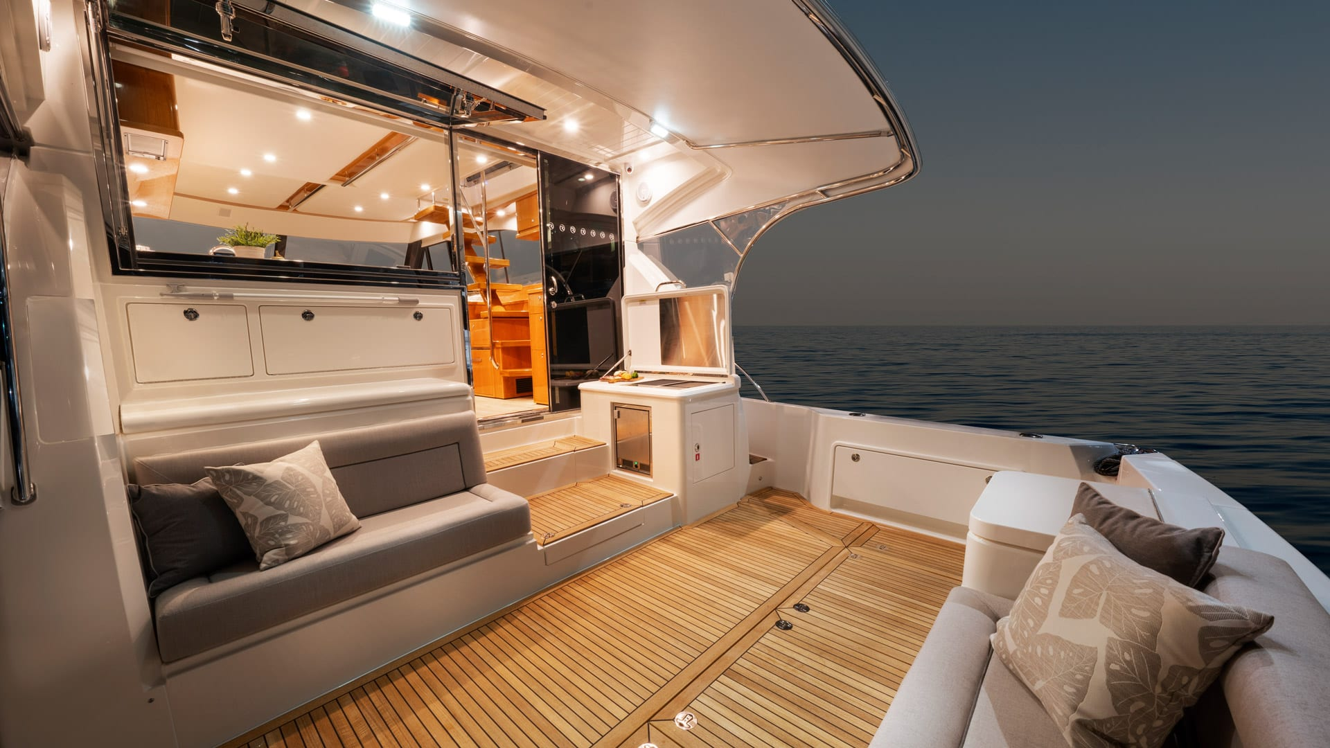 Riviera 54 Enclosed Flybridge Cockpit 01