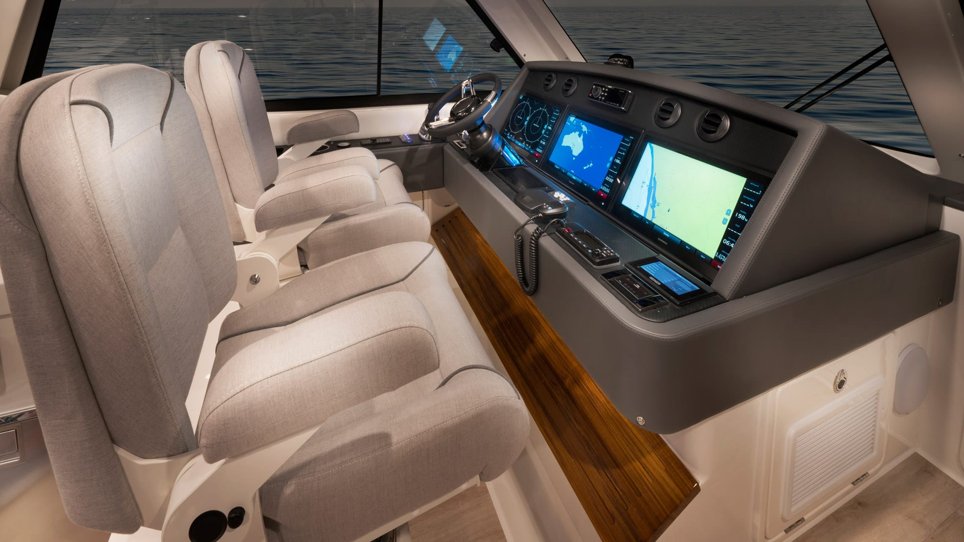 Riviera 54 Enclosed Flybridge Helm 01