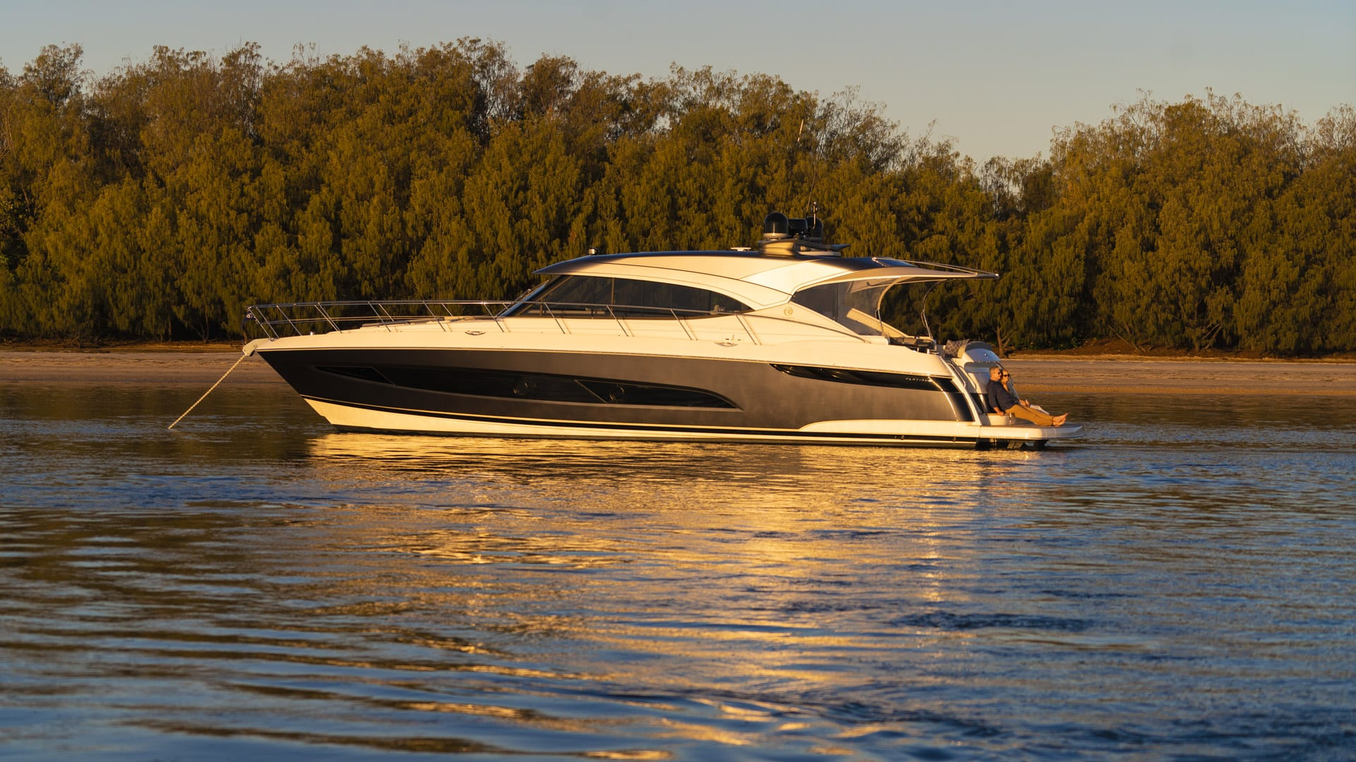 Riviera 5400 Sport Yacht Platinum Edition Anchored 02