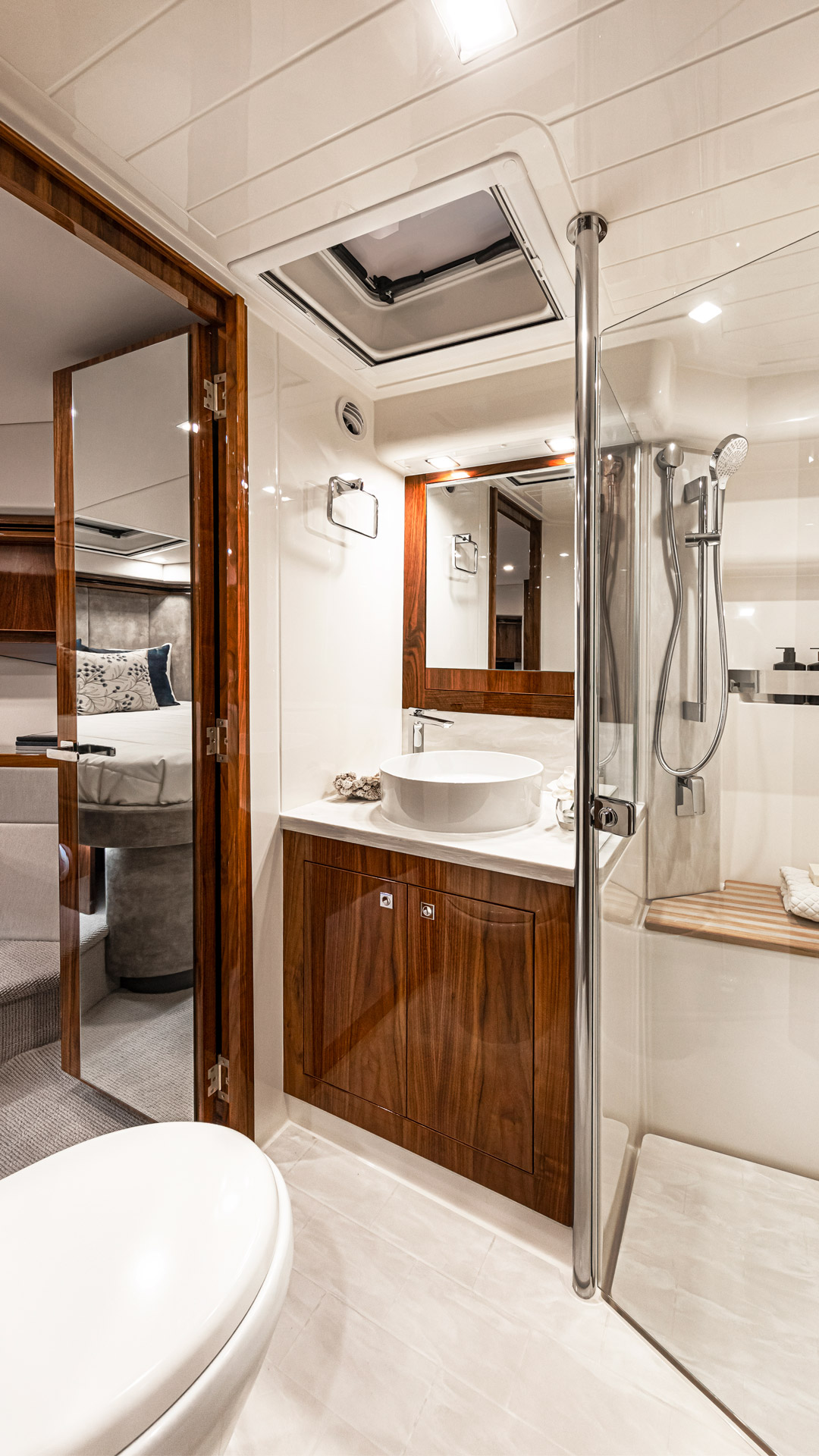 Riviera 5400 Sport Yacht Platinum Edition Forward VIP Ensuite and Dayhead – Gloss Walnut Timber Finish 02