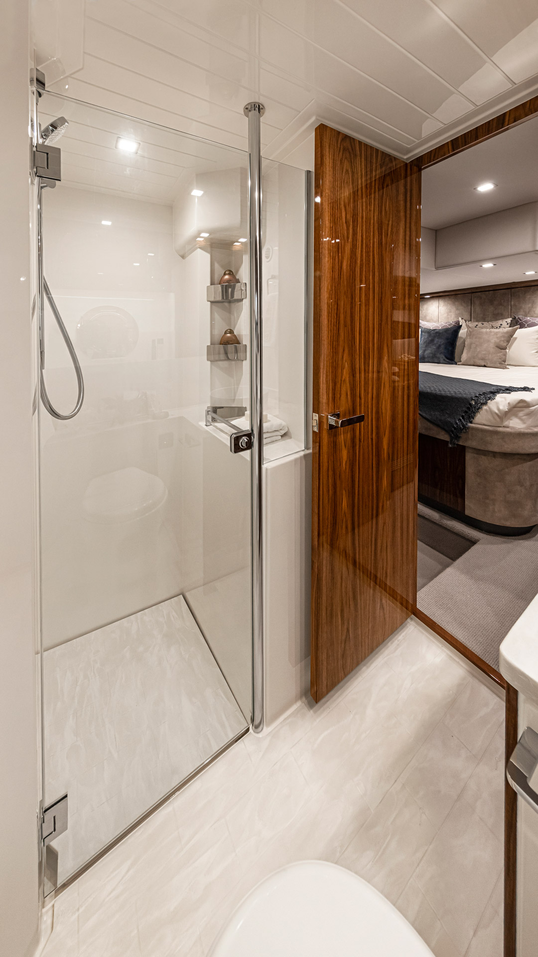 Riviera 5400 Sport Yacht Platinum Edition Master Ensuite – Gloss Walnut Timber Finish 03