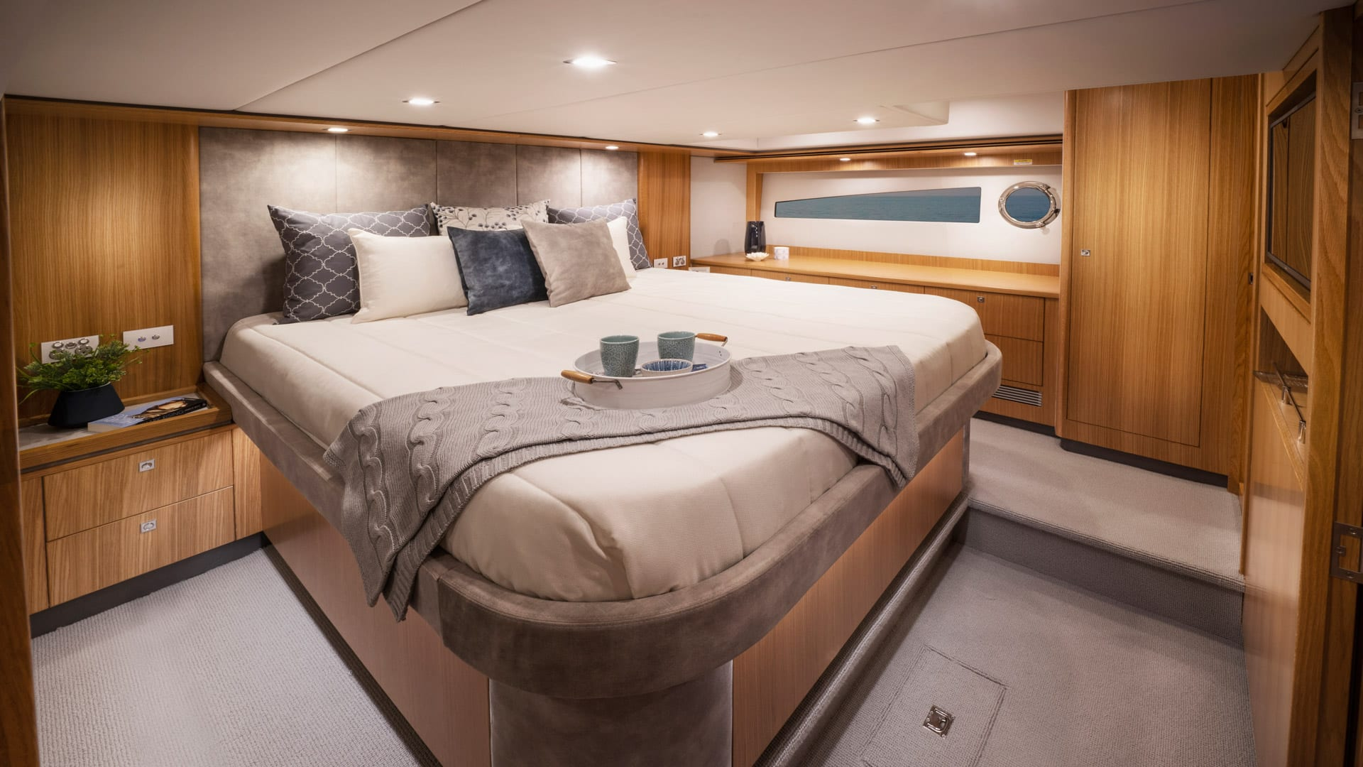 Riviera 5400 Sport Yacht Platinum Edition Master Stateroom 01 – Satin Oak Timber Finish