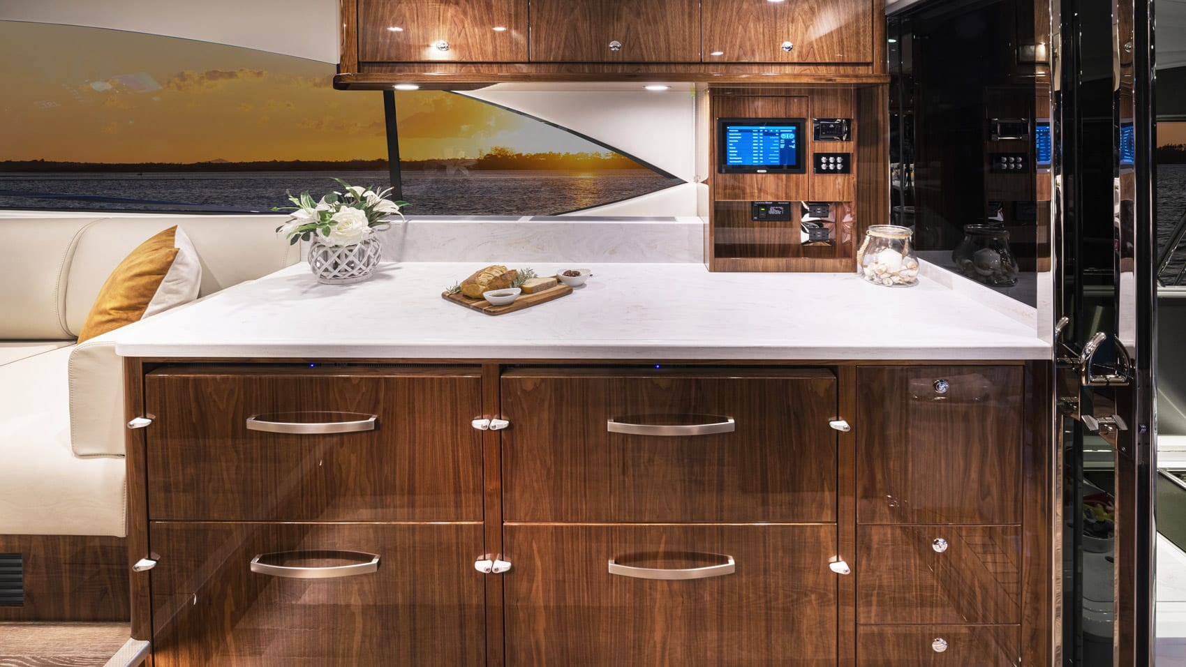 Riviera 545 SUV Starboard Cabinet 01