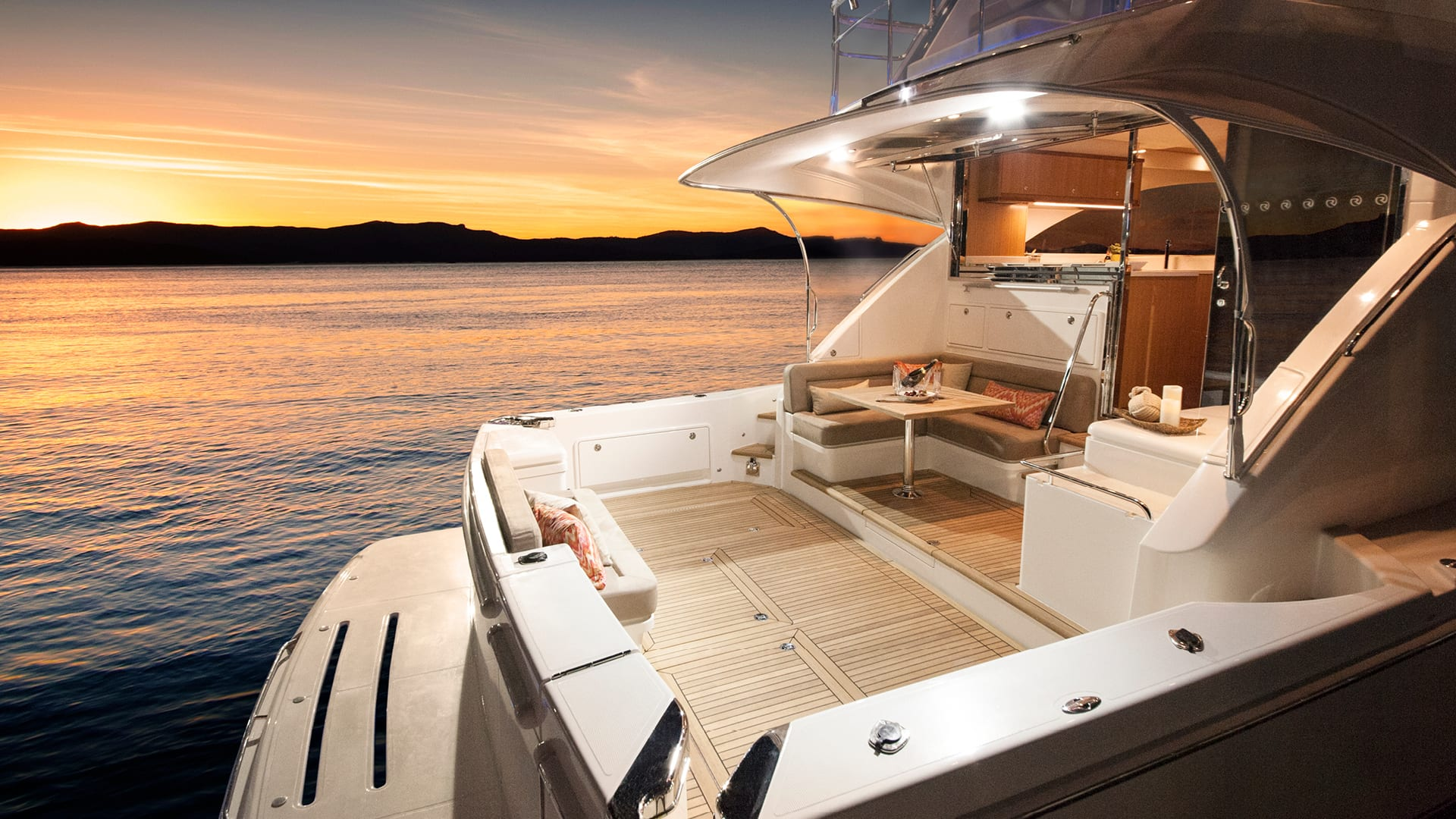 Riviera 57 Enclosed Flybridge Cockpit 02