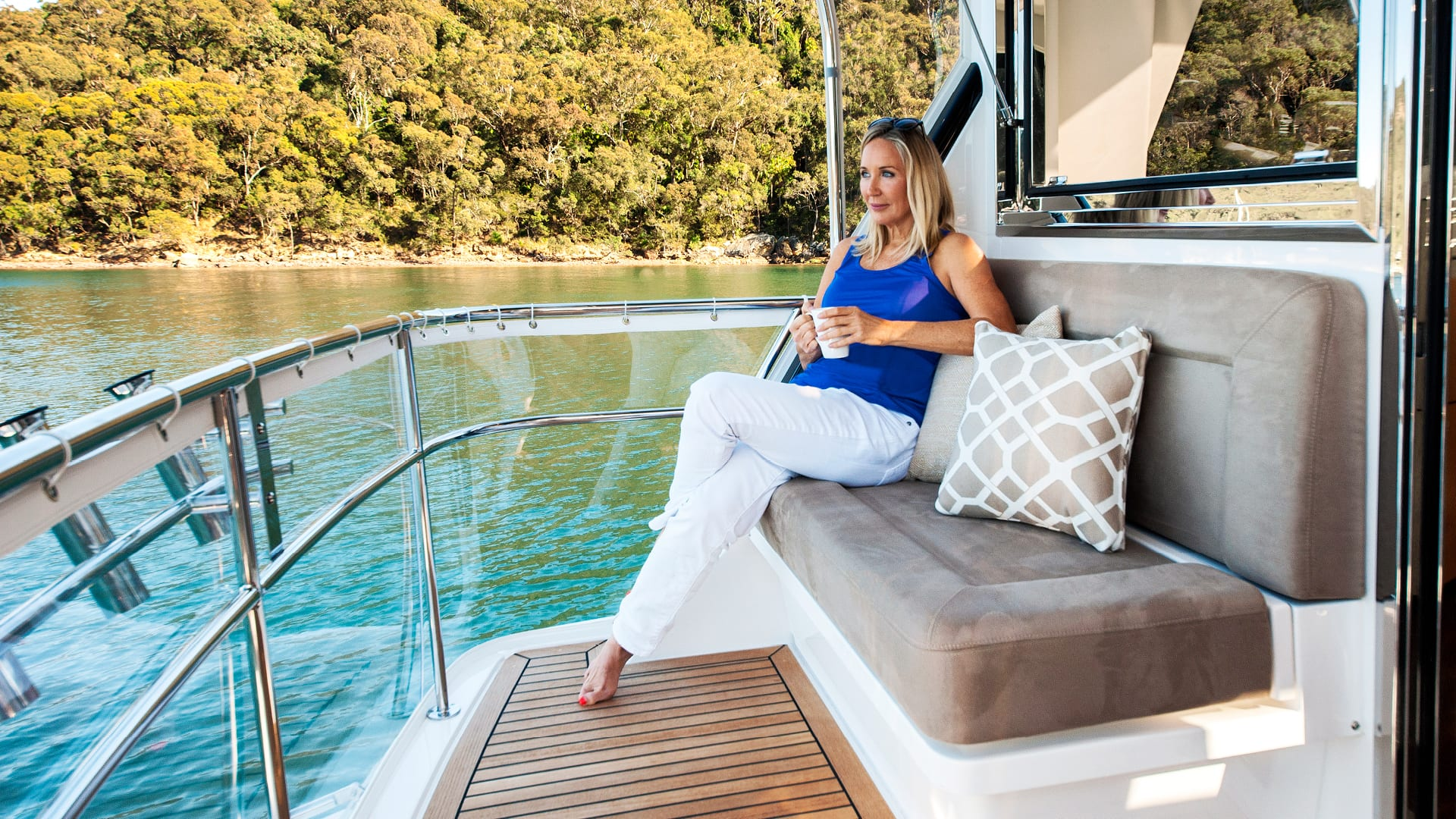 Riviera 57 Enclosed Flybridge Flybridge Rear Deck