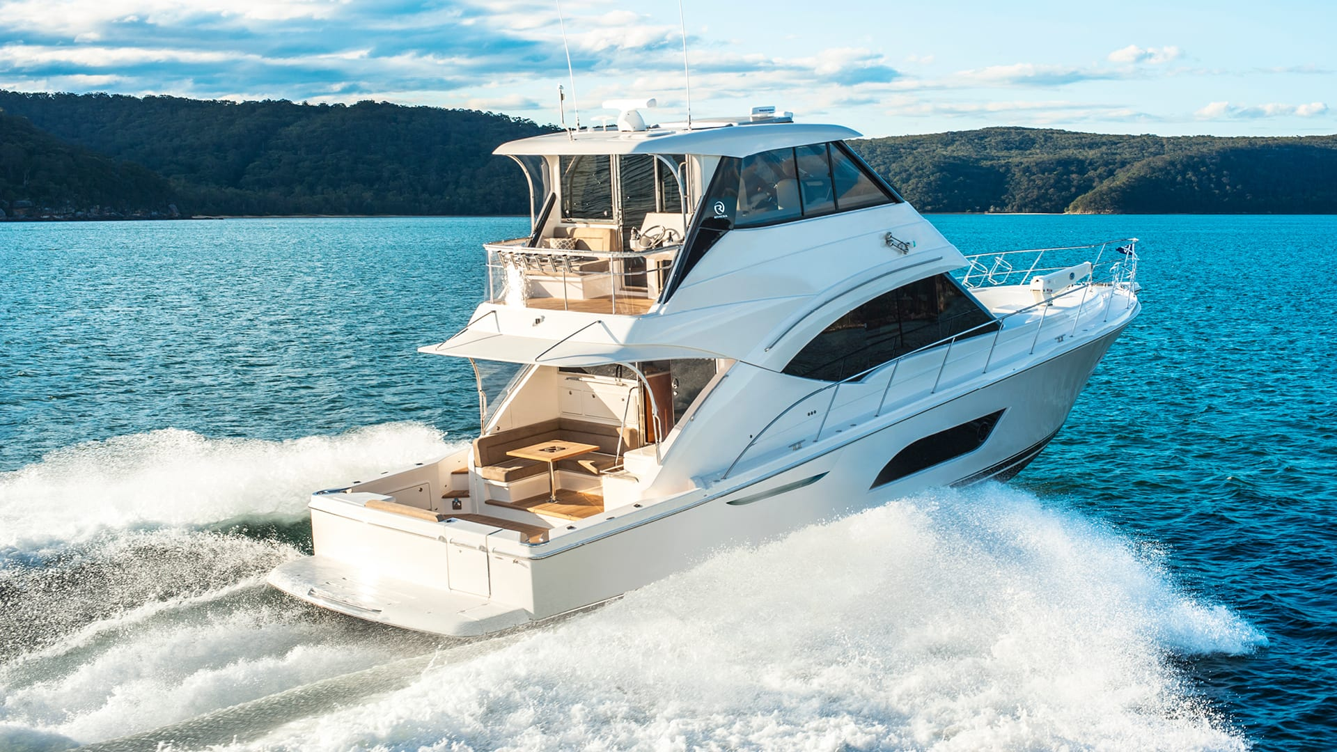 Riviera 57 Enclosed Flybridge Running 01