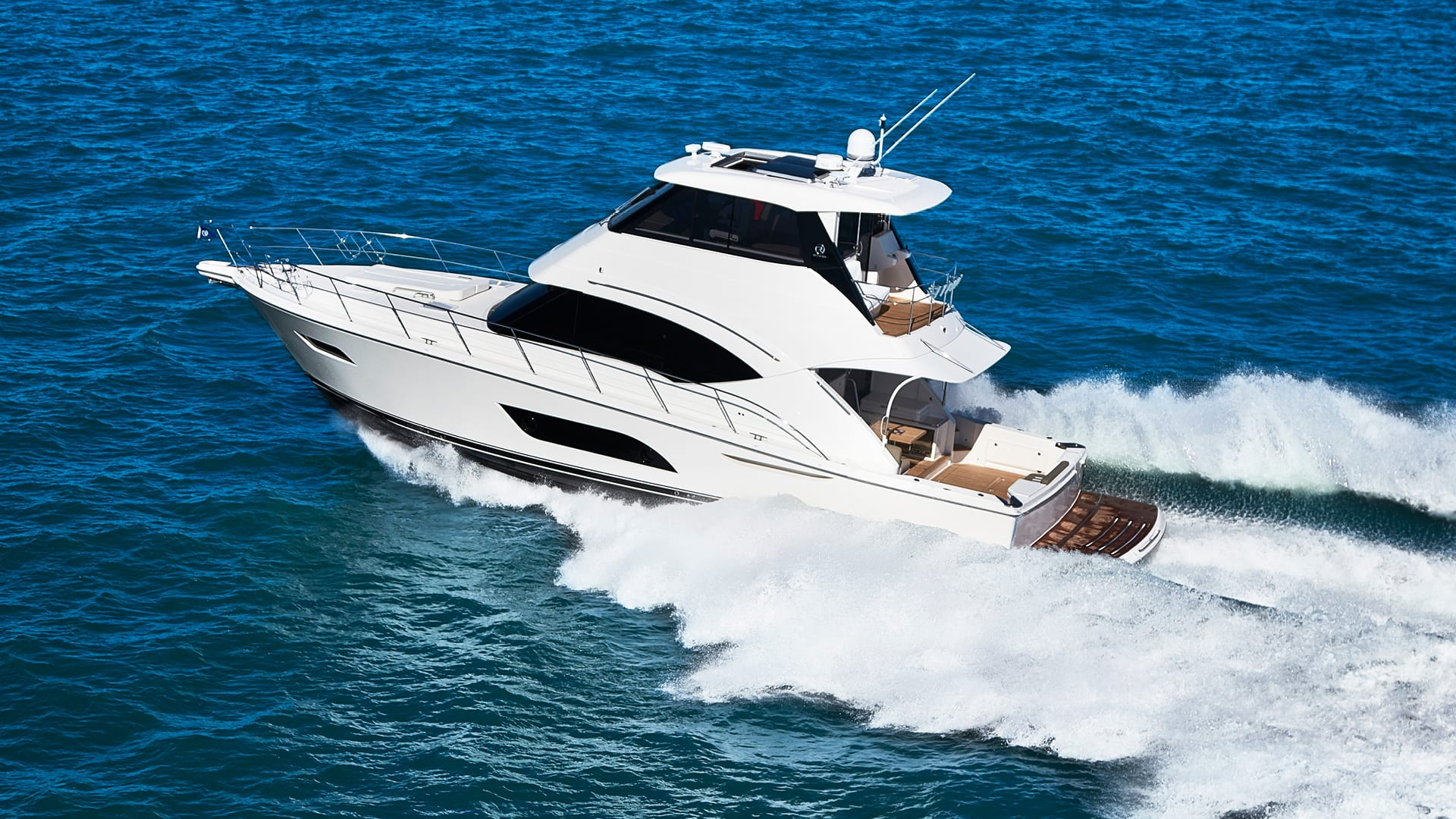 Riviera 57 Enclosed Flybridge Running 02