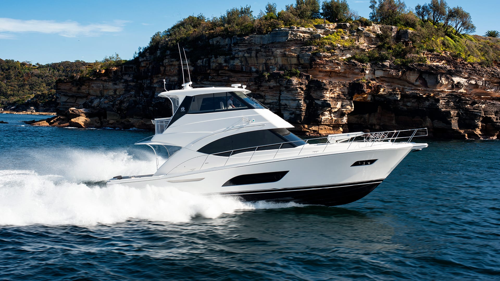 Riviera 57 Enclosed Flybridge Running 05