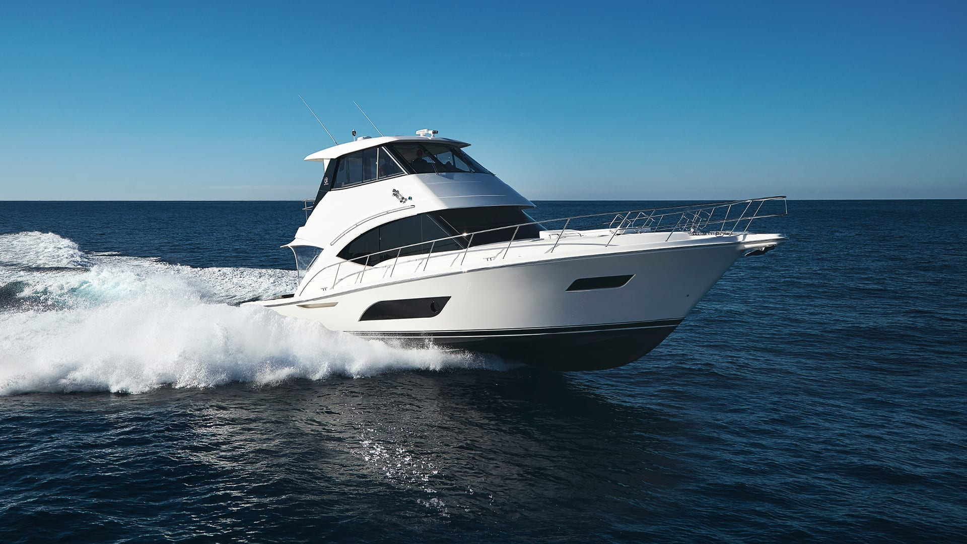 Riviera 57 Enclosed Flybridge Running 06