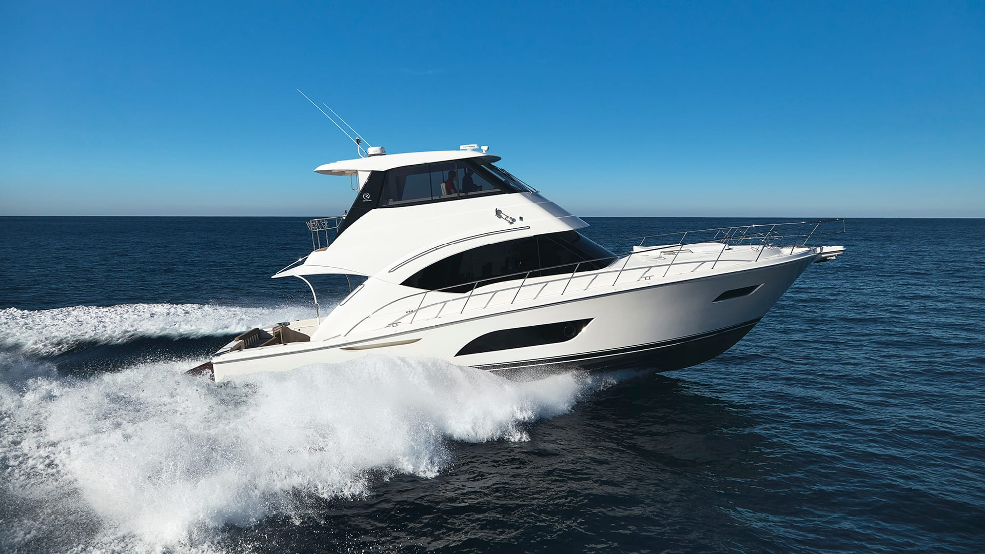 Riviera 57 Enclosed Flybridge Running 07