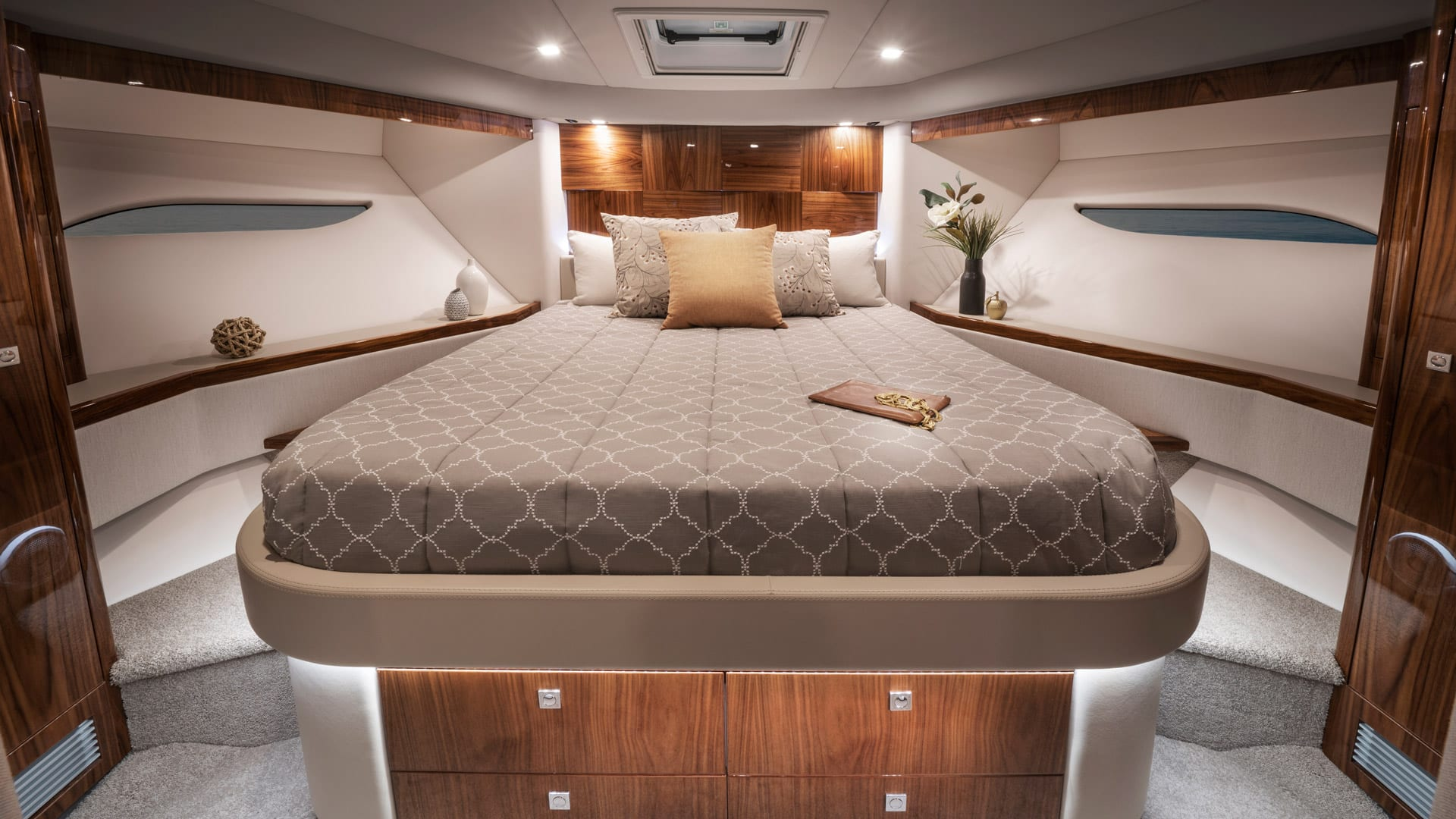 Riviera 6000 Sport Yacht Platinum Edition Forward VIP Stateroom 01 – Gloss Walnut Timber Finish