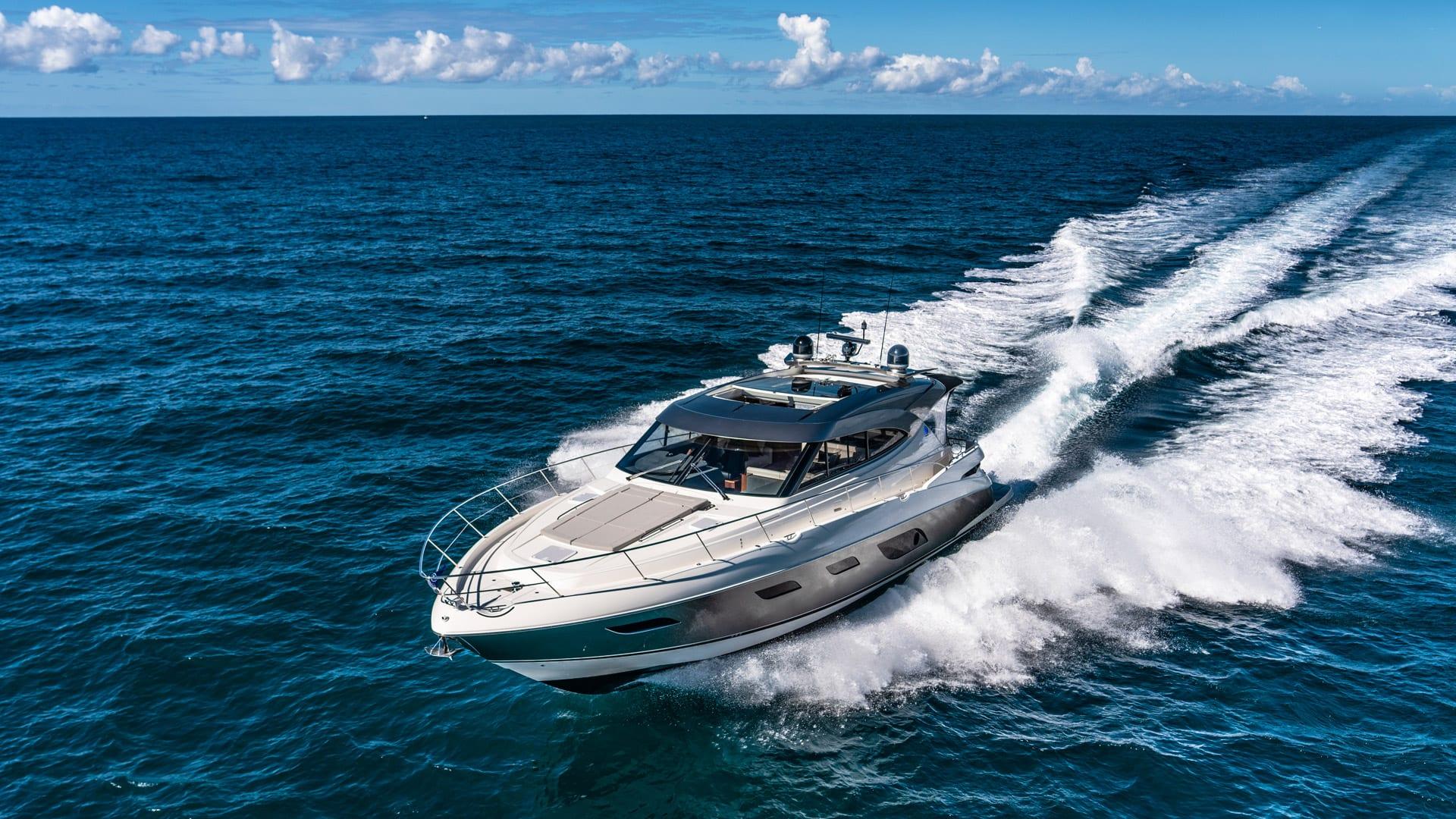 Riviera 6000 Sport Yacht Platinum Edition Running 06
