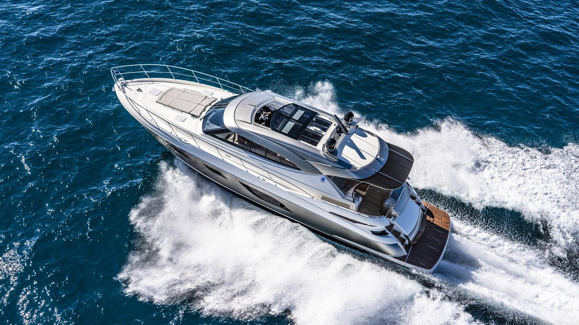 Riviera 6000 Sport Yacht Platinum Edition Running 09