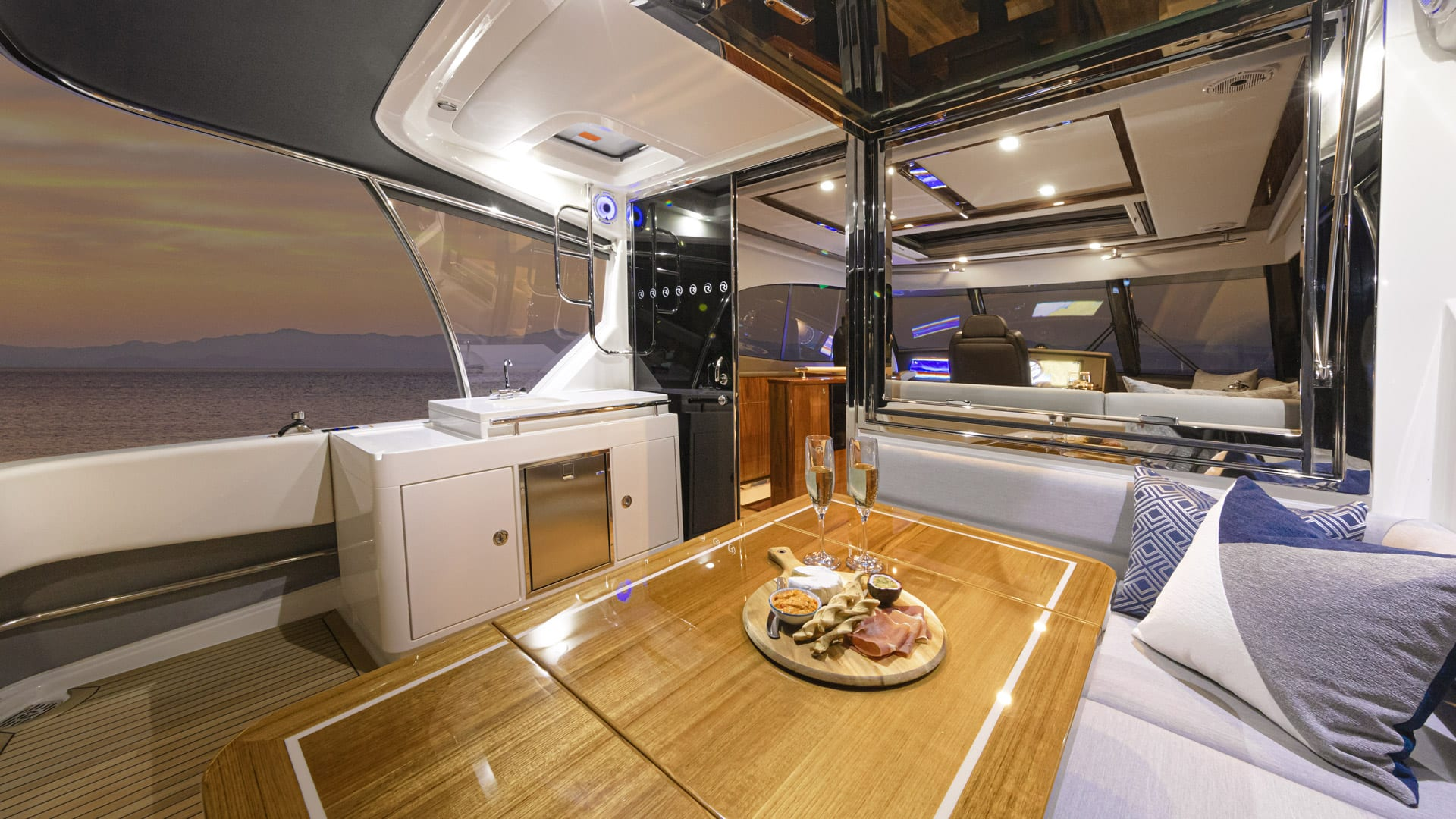 Riviera 64 Sports Motor Yacht Flybridge Aft deck 01
