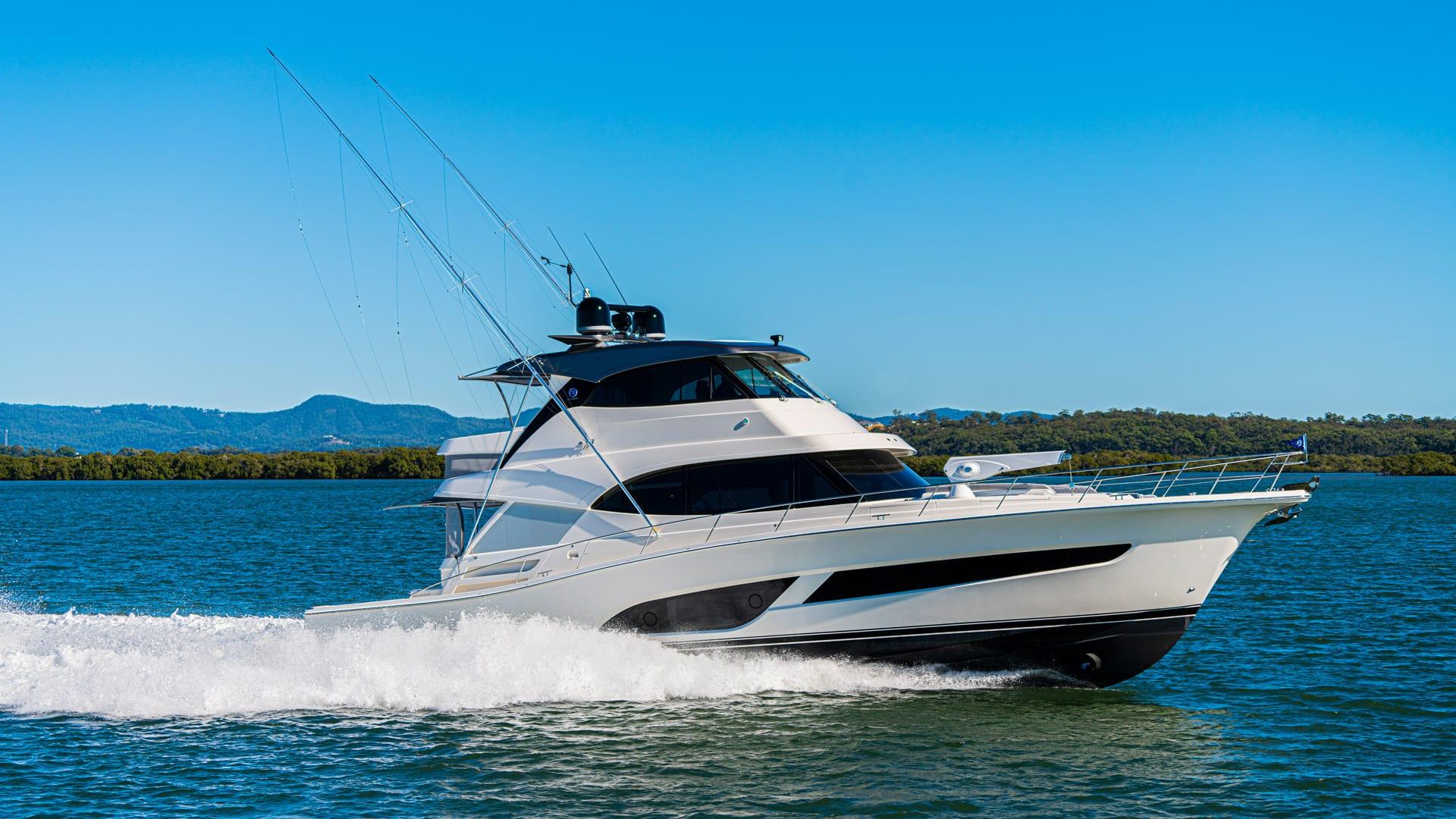 Riviera 64 Sports Motor Yacht Running 013