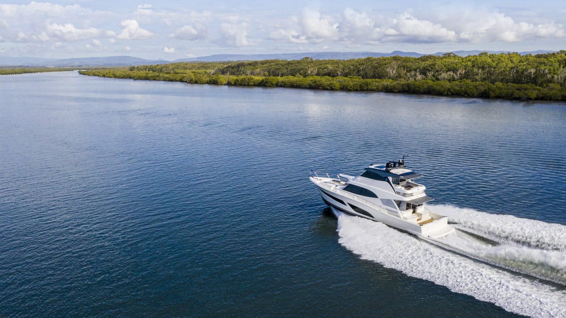 Riviera 64 Sports Motor Yacht Running 02