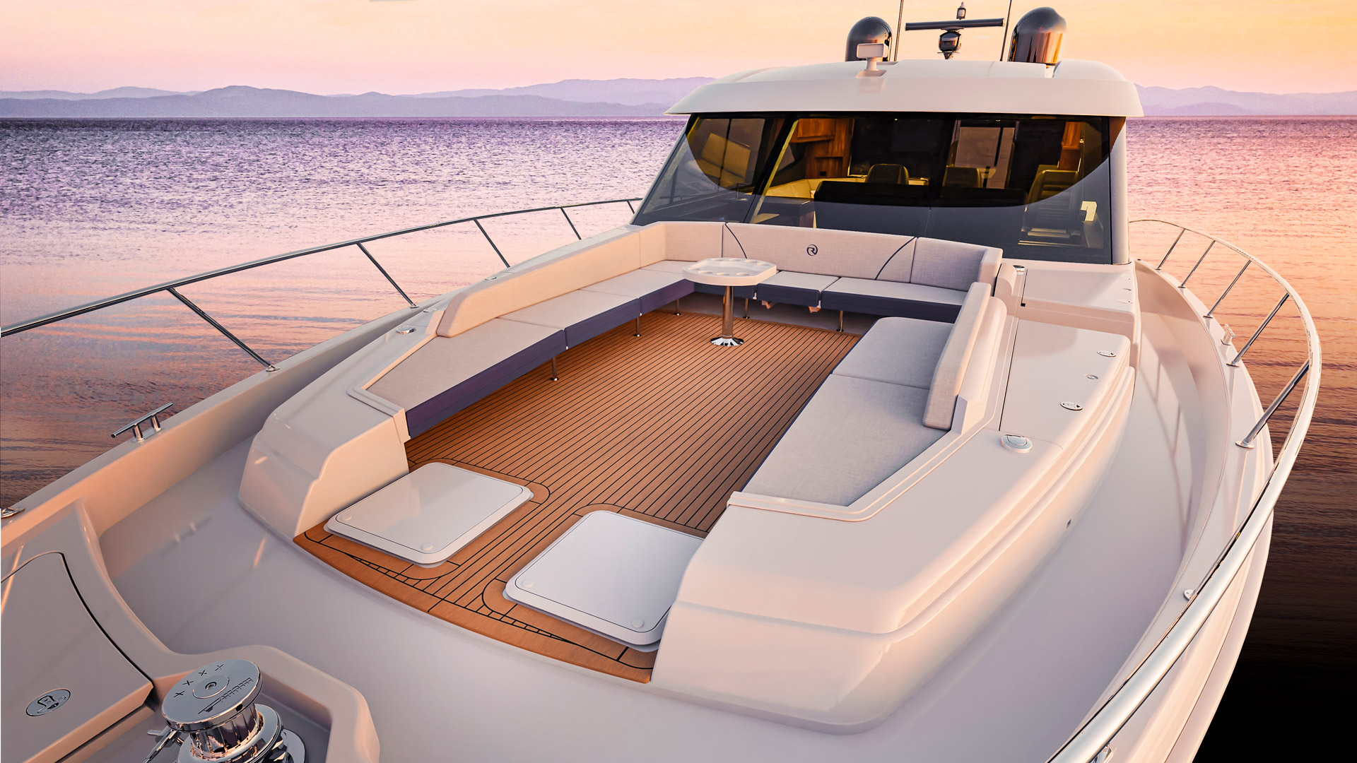 Riviera 645 SUV Foredeck 02 – Options shown