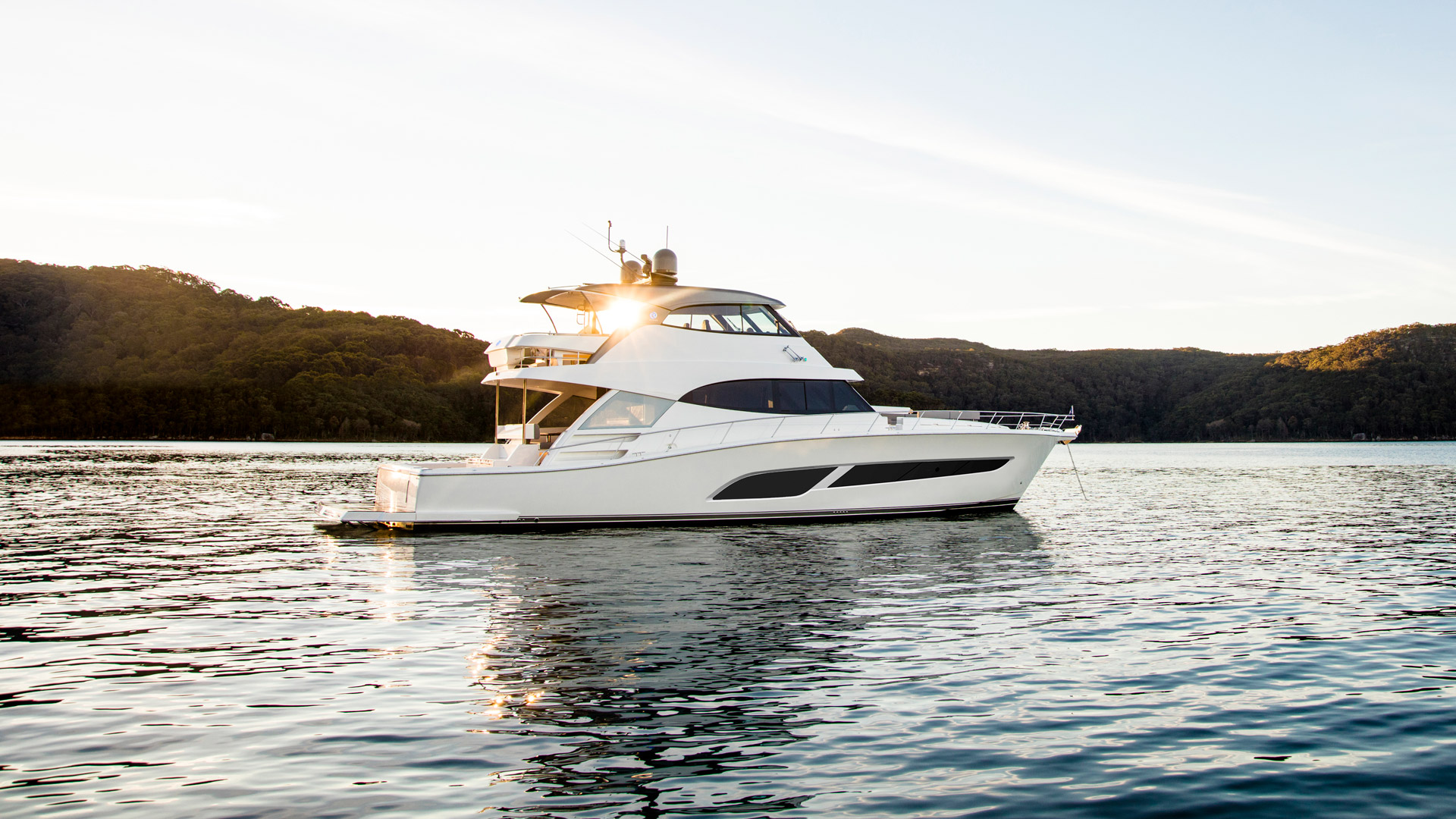 Riviera 68 Sports Motor Yacht Anchored 02 R