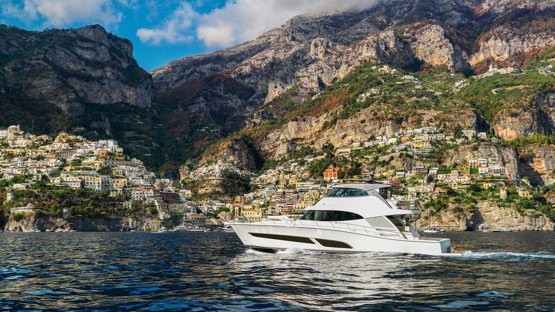 Riviera 68 Sports Motor Yacht Cruising 05 R