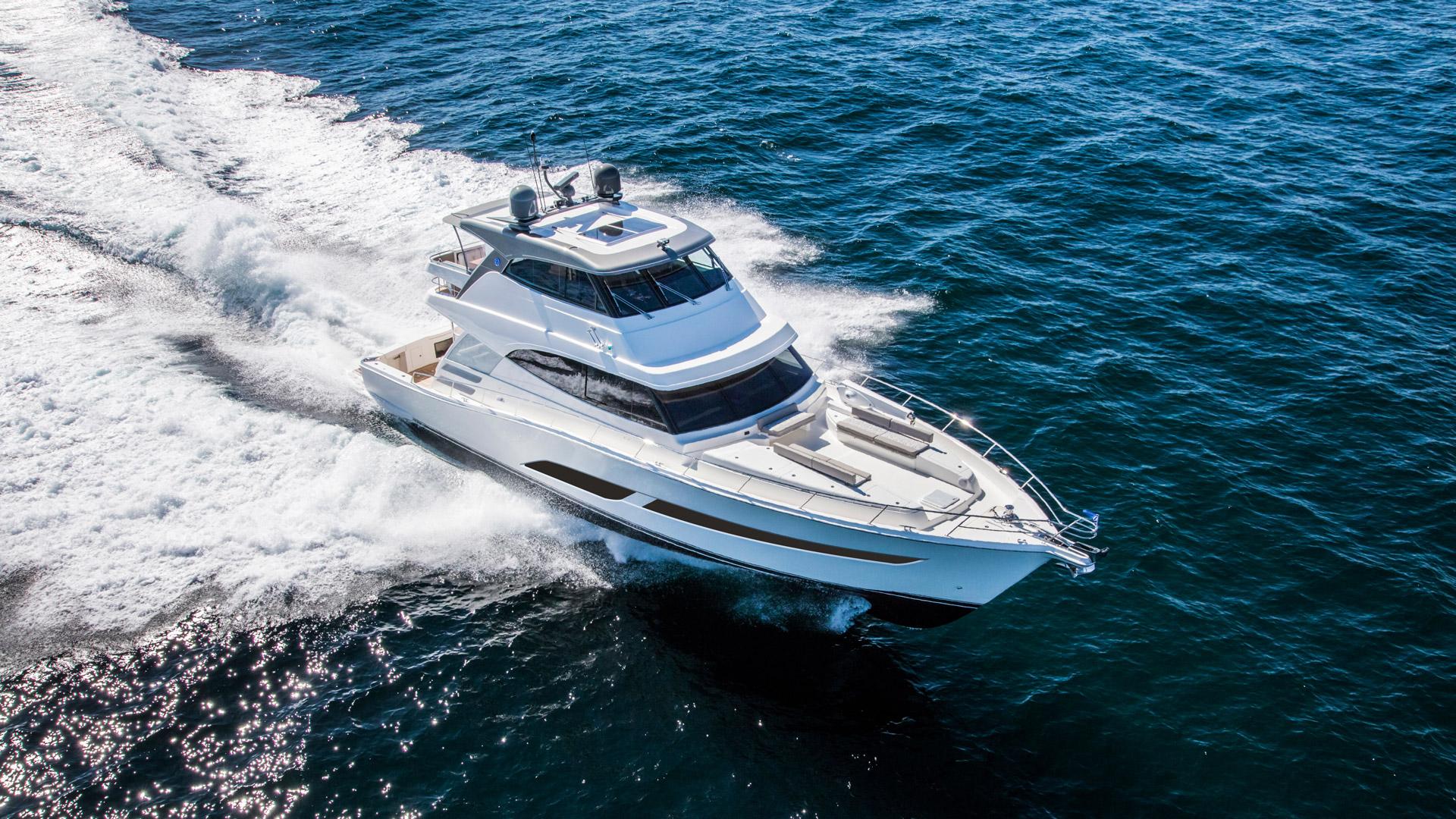 Riviera 68 Sports Motor Yacht Running 06 R