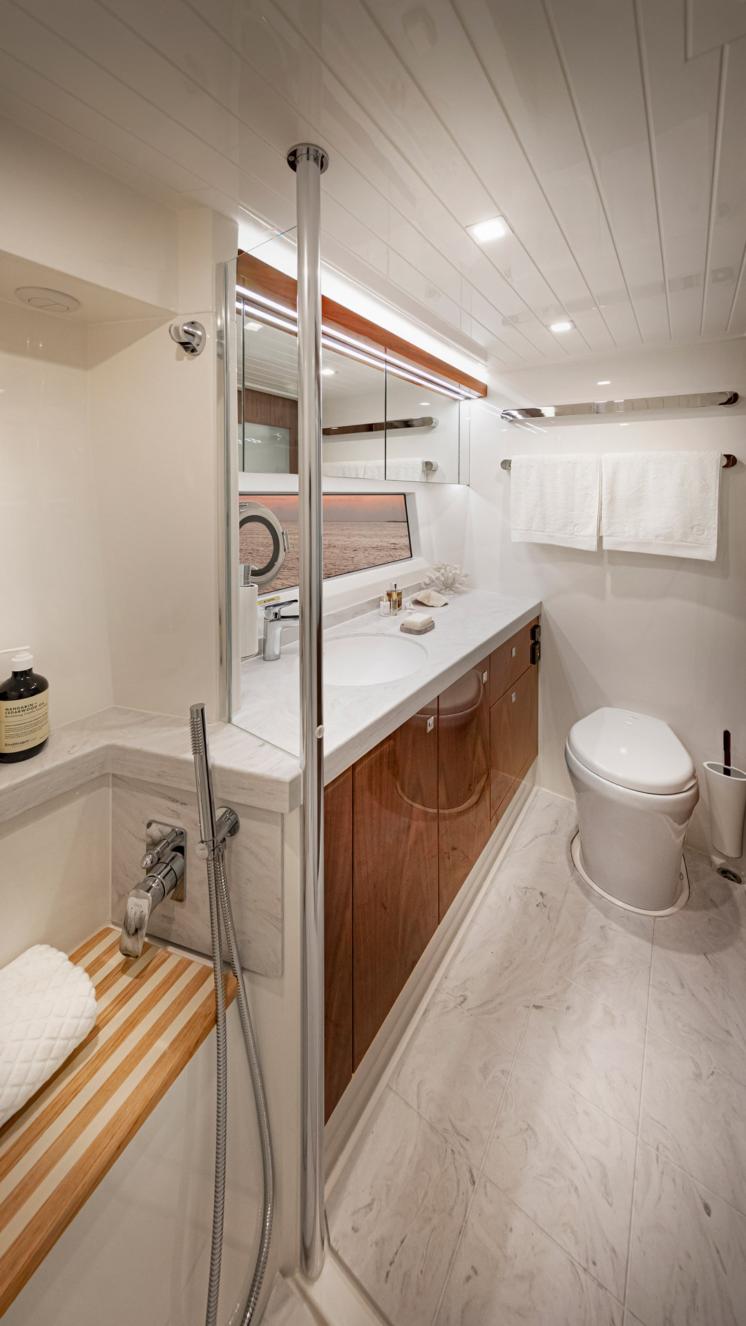 Riviera 72 Sports Motor Yacht Master Ensuite 01