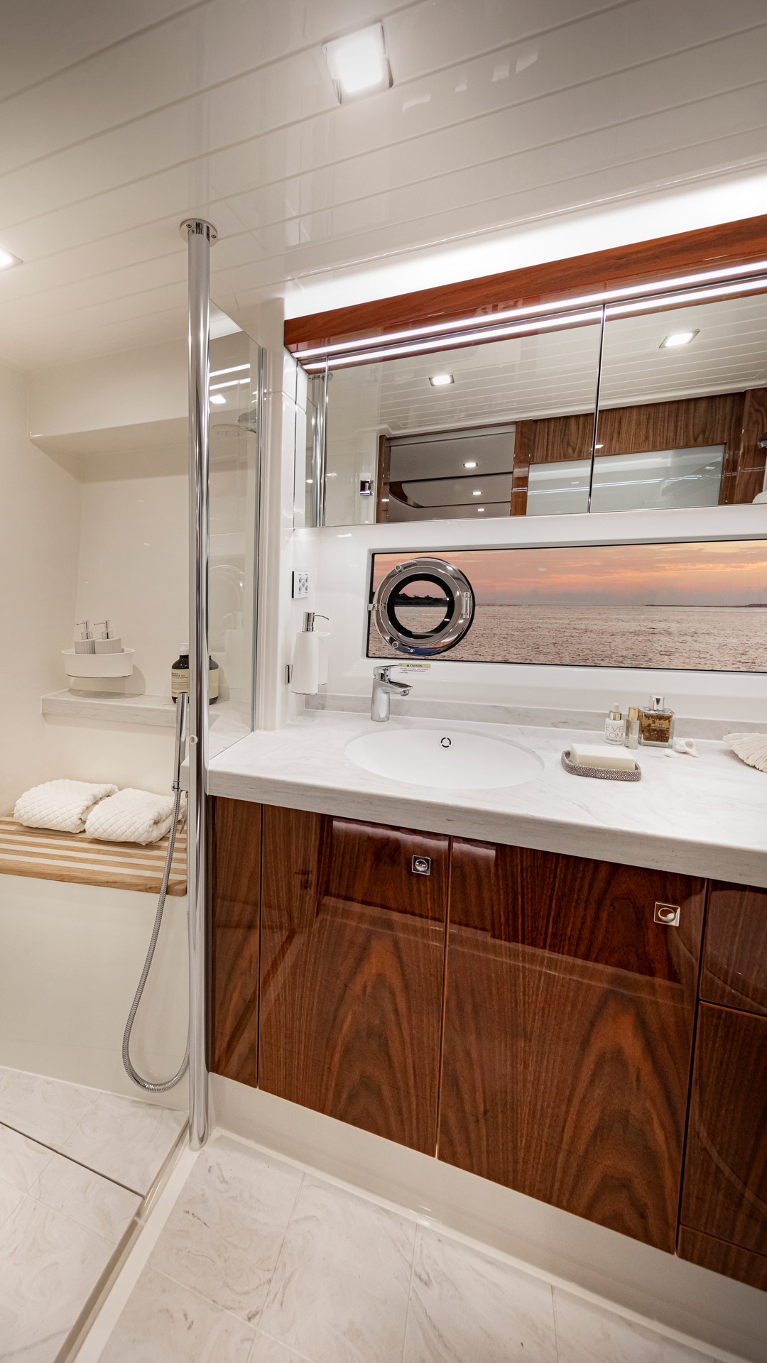 Riviera 72 Sports Motor Yacht Master Ensuite 02
