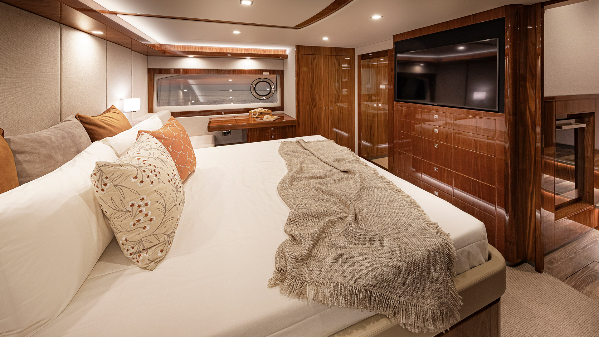 Riviera 72 Sports Motor Yacht Master Stateroom 02