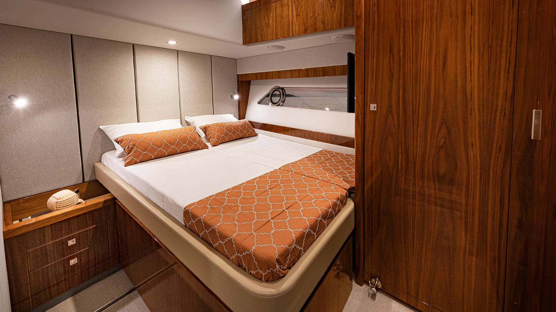 Riviera 72 Sports Motor Yacht Port Stateroom 02