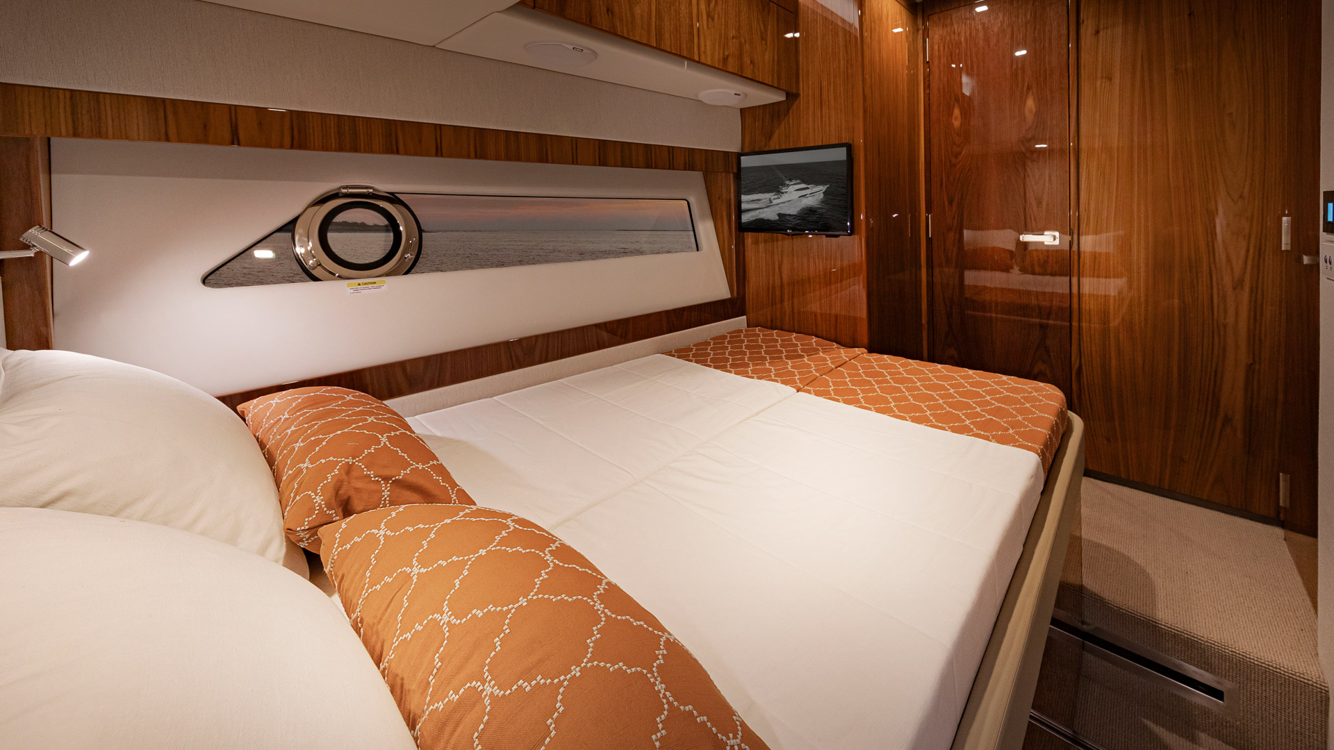 Riviera 72 Sports Motor Yacht Port Stateroom 03