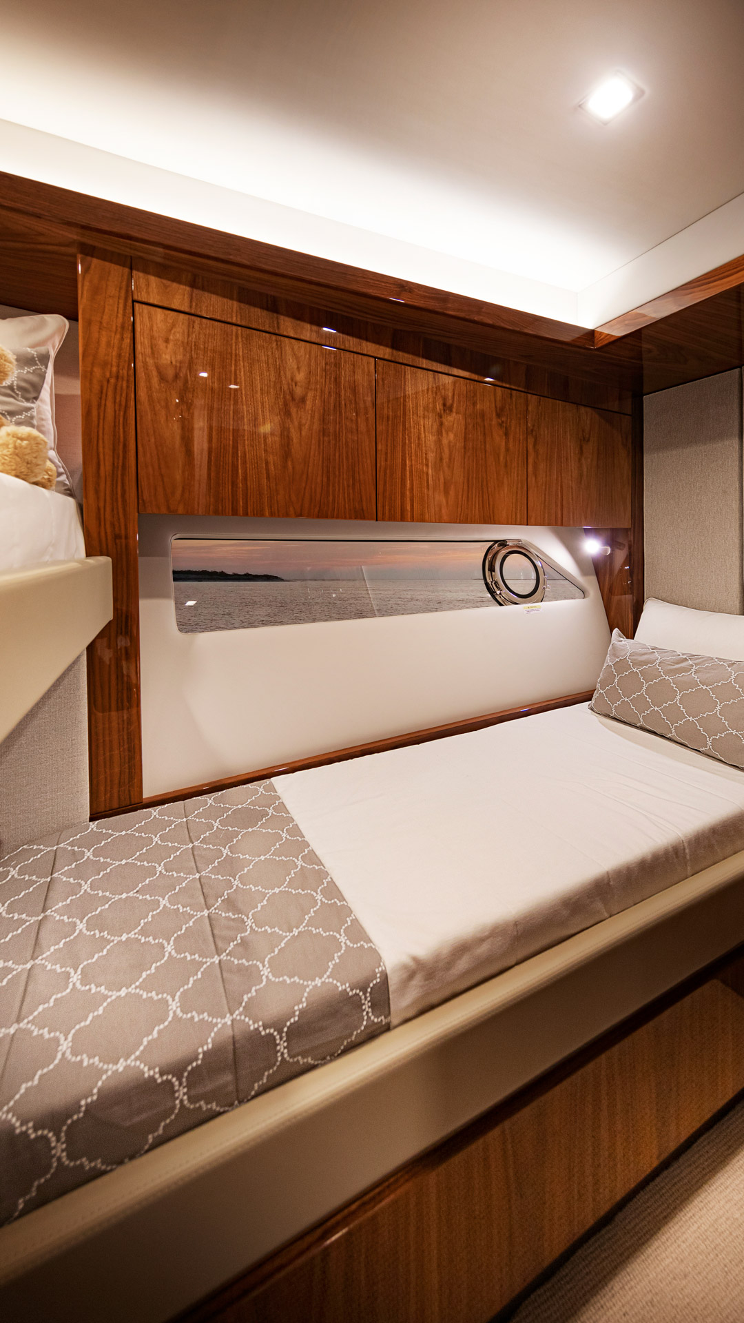 Riviera 72 Sports Motor Yacht Starboard Stateroom 01
